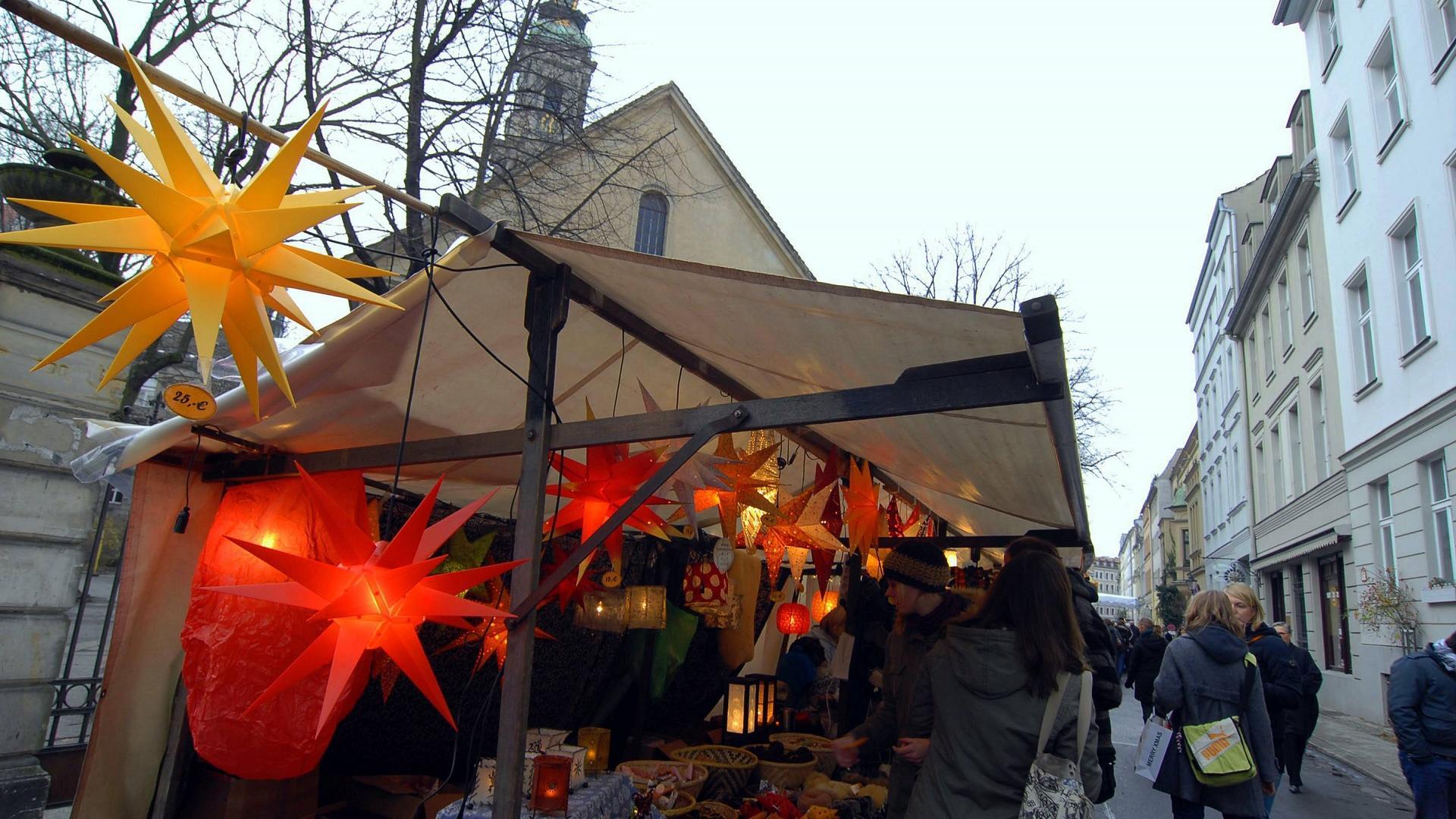 Weihnachtsstand auf dem Umwelt- und Weihnachtsmarkt in der Sophienstraße