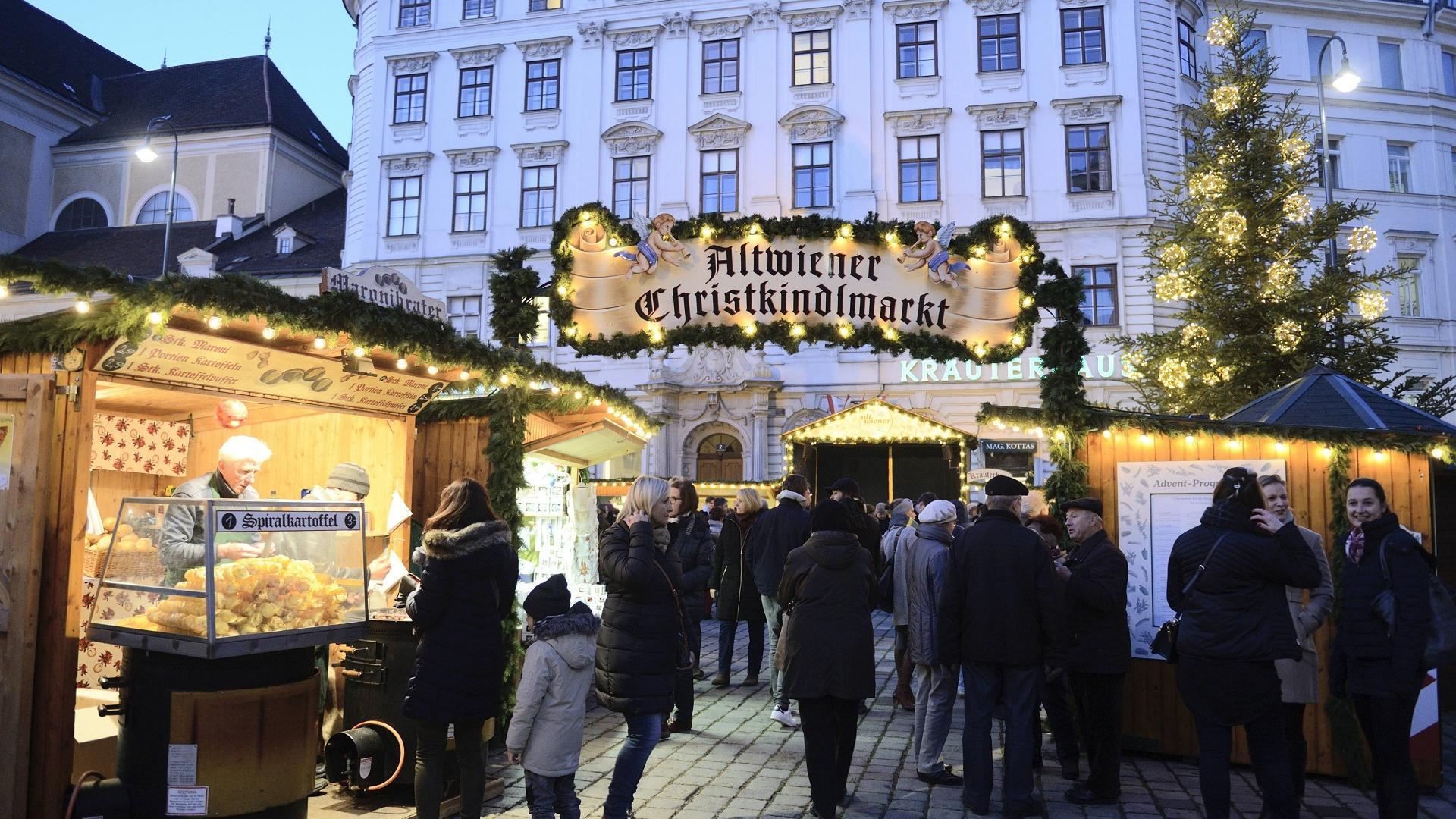 Altwiener Christkindlmarkt auf der Freyung in Wien