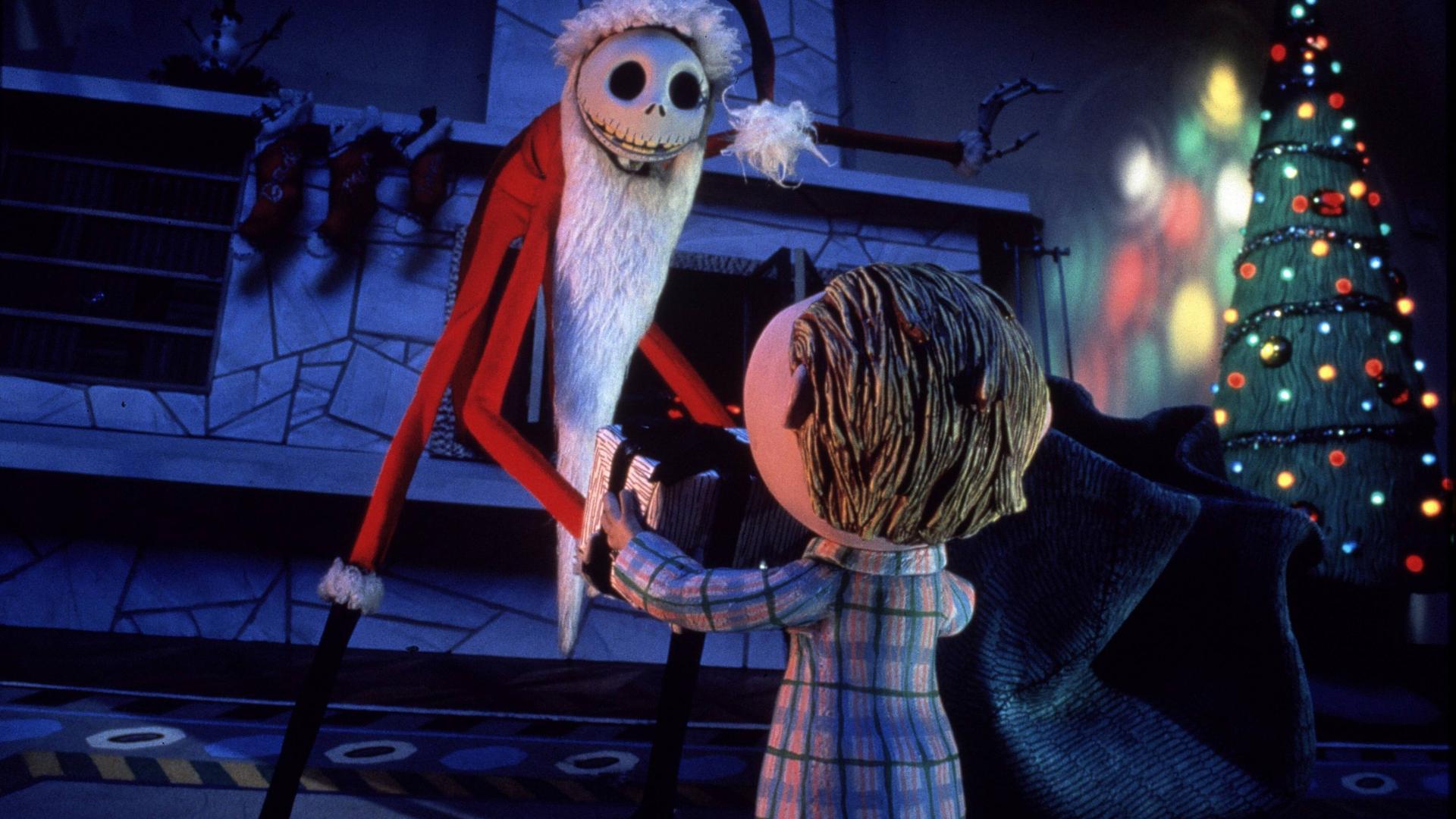 Skelett Jack verkleidet sich als Weihnachtsmann.