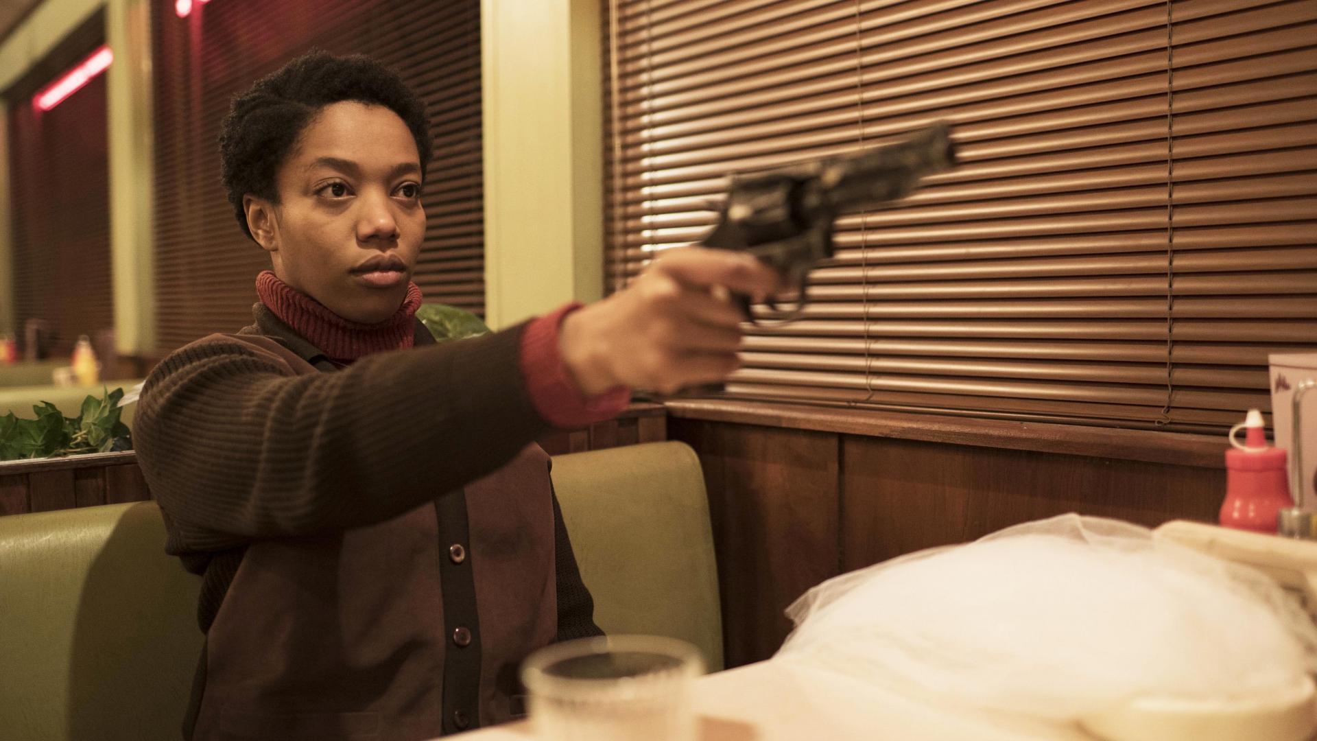 Bonnie und Revolver in Diner