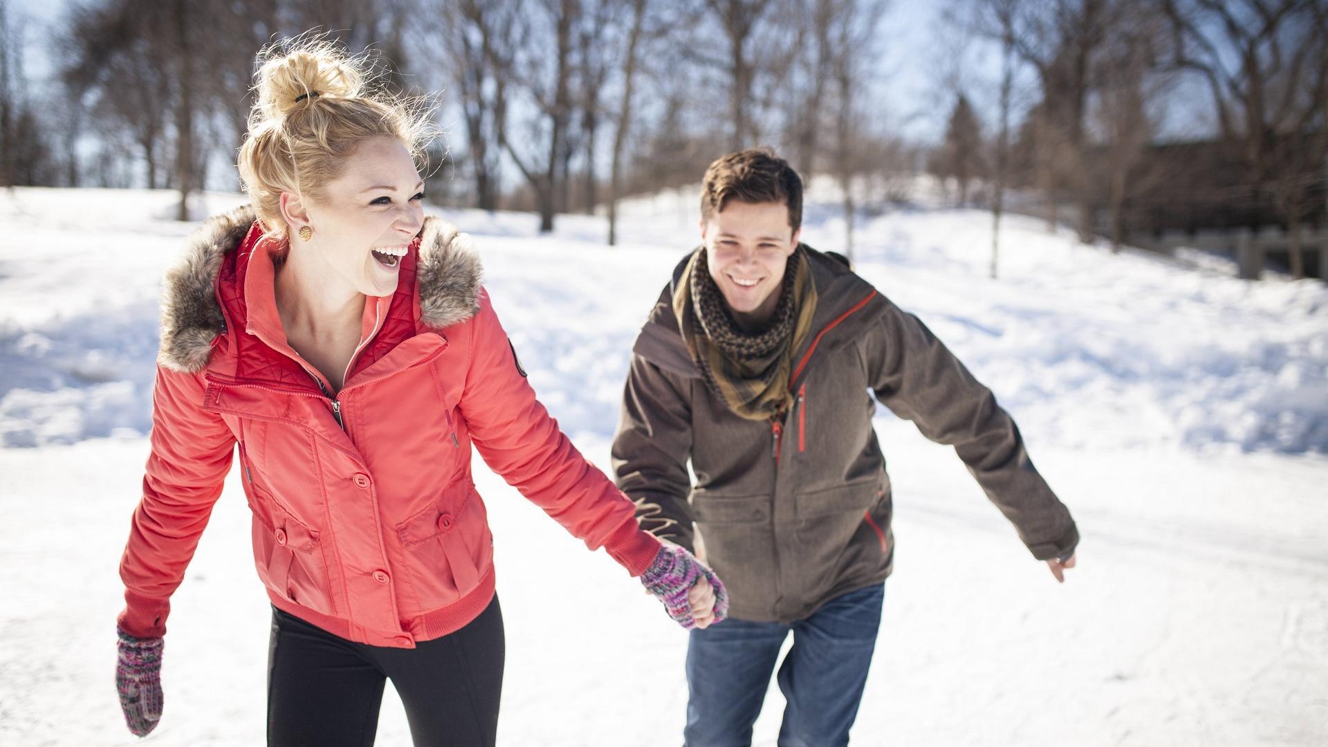 Date Idee Winter Schlittschuhalaufen als Pärchen