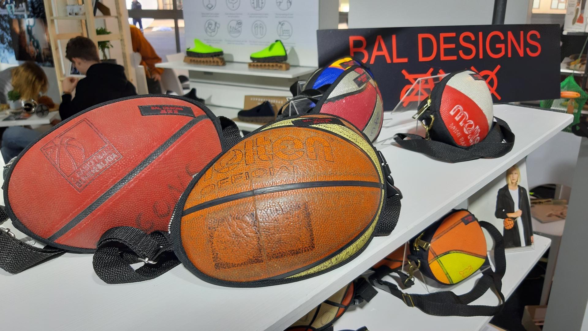 Taschen aus alten Basketbällen von Bal Designs