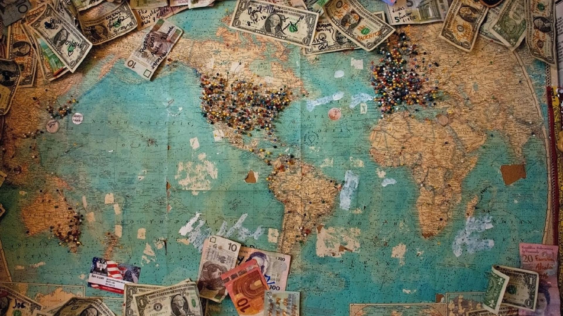 Weltkarte mit Geld