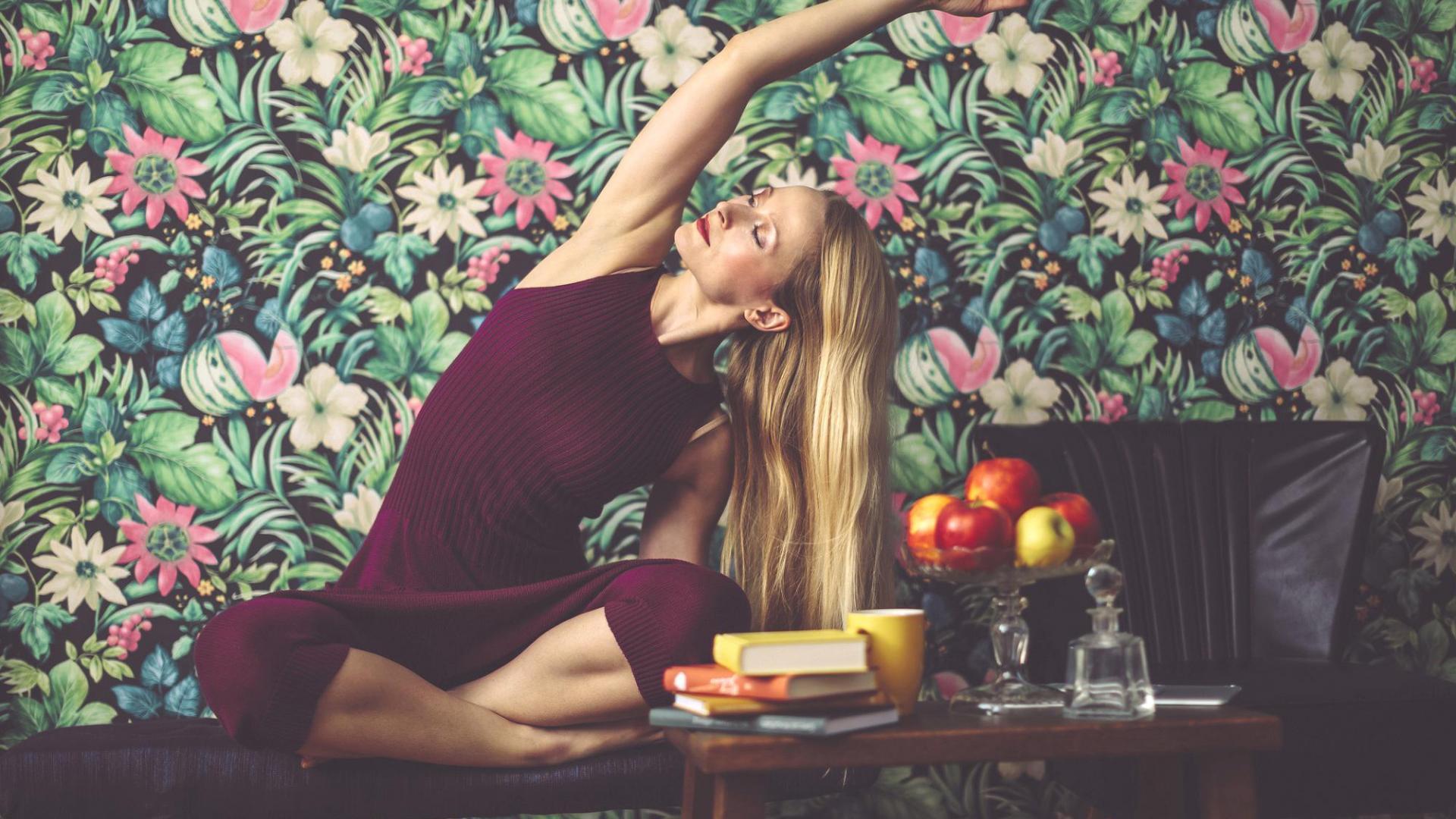Frau Yoga Tisch
