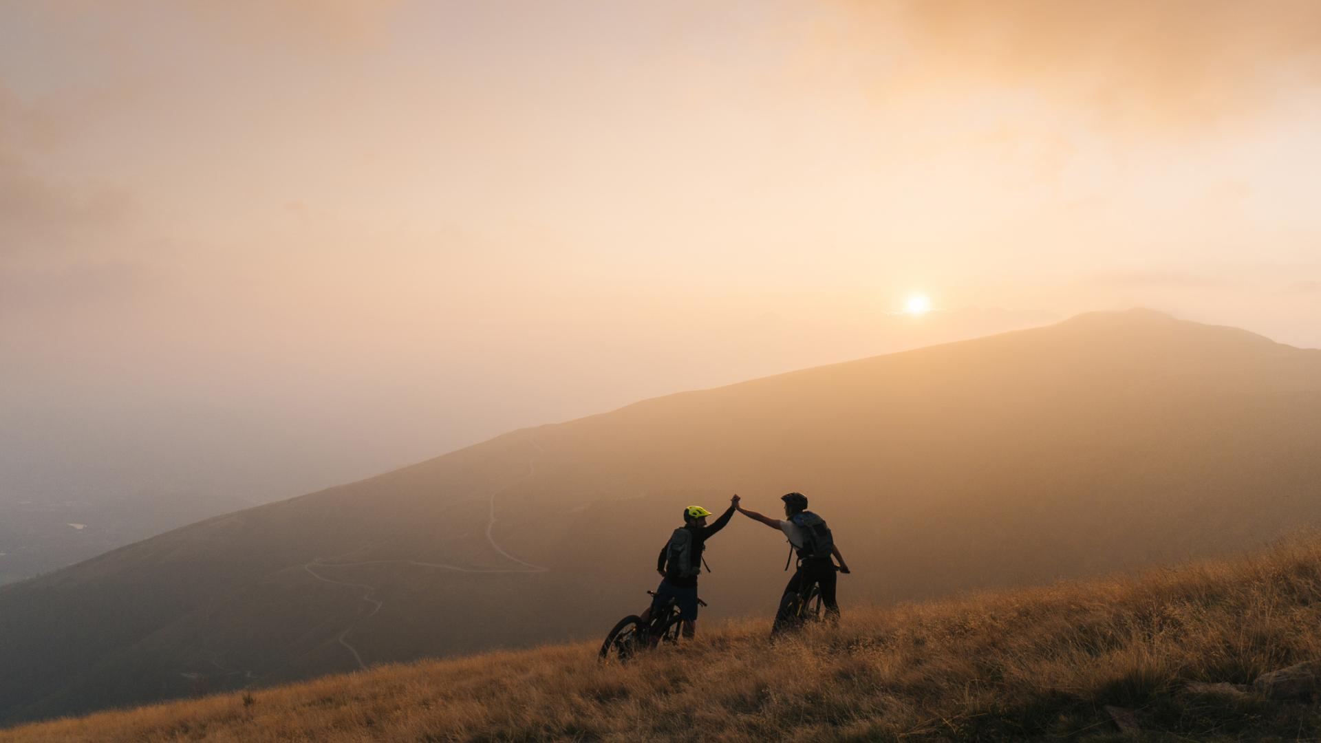 Mikroabenteuer Fahrrad Berge Natur Sonnenaufgang