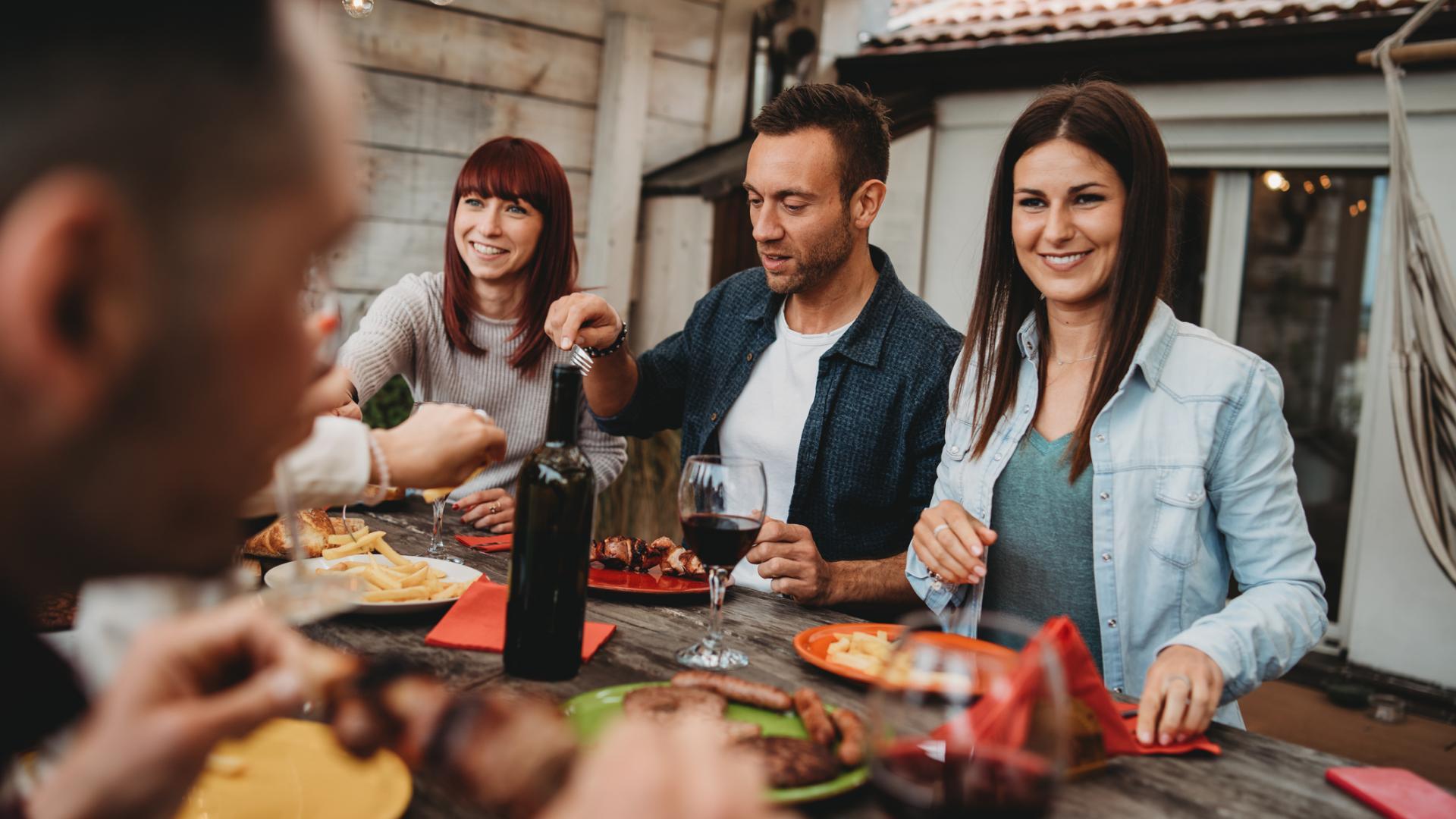Italien Essen Pizza Freunde Wein Trinken