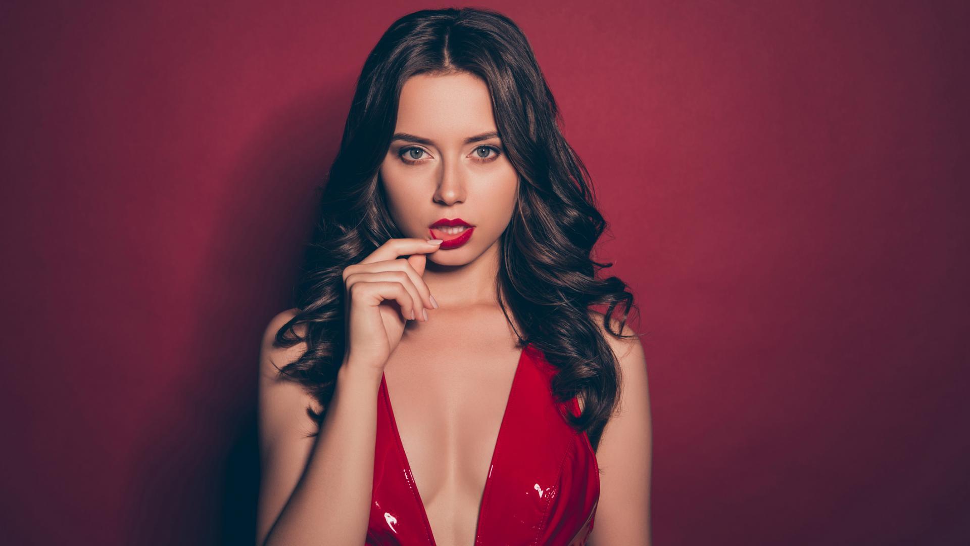 Frau sexy Granata Gast heiß Lippenstift Kleid rot Brüste