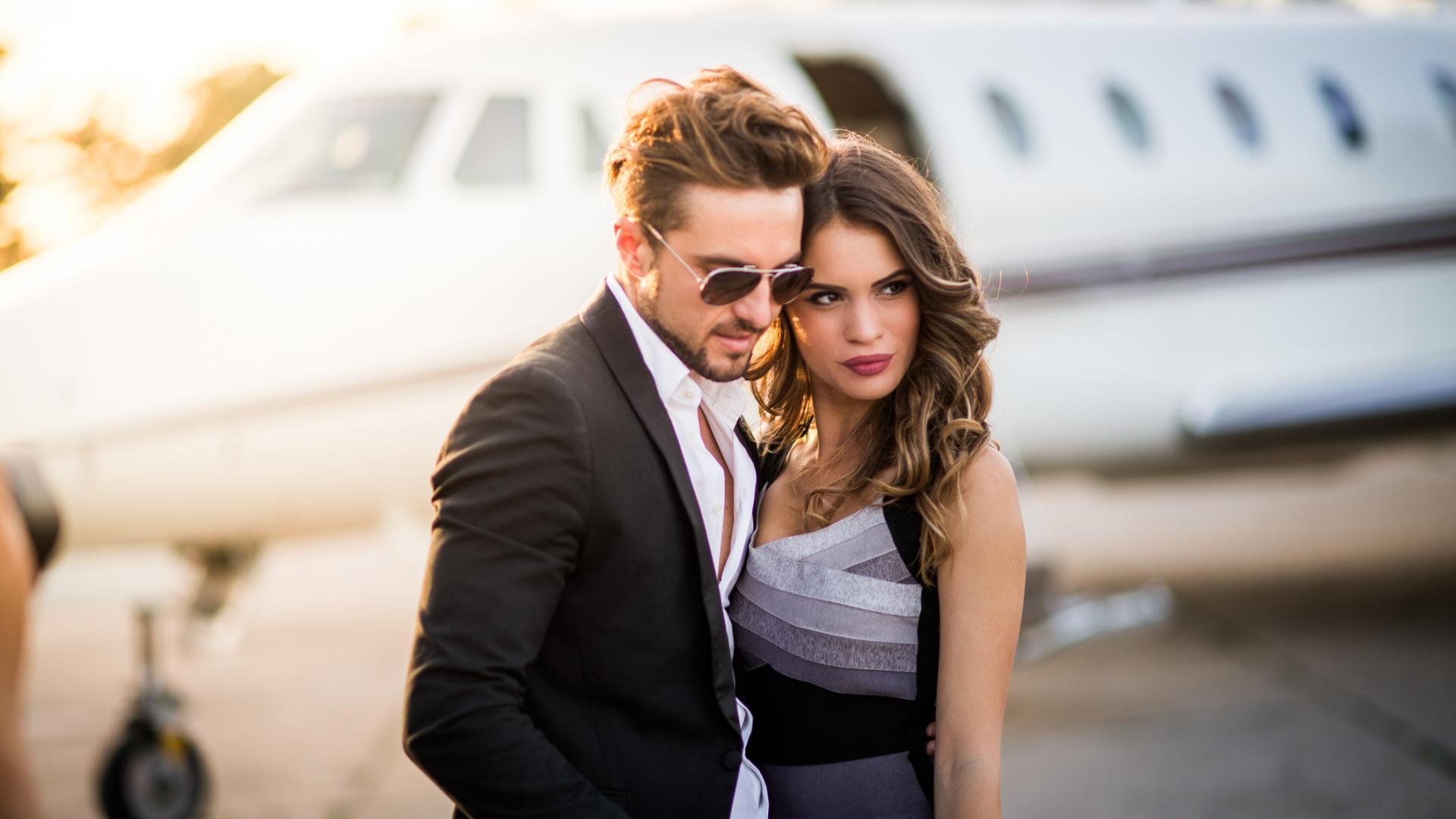 Hochzeitsgäste Paar Reoich Helikopter Flugzeug Star Prominent