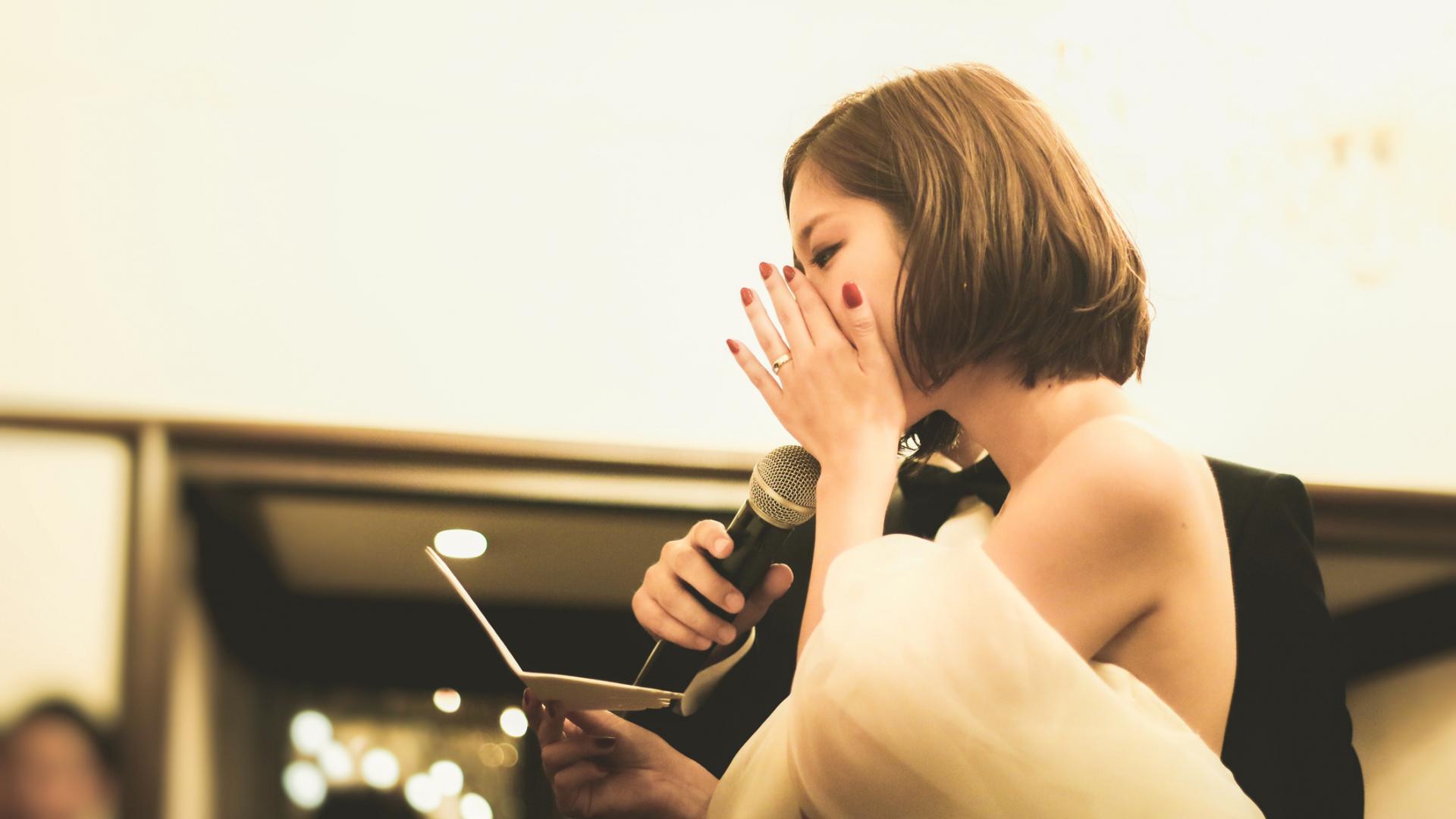 Hochzeit Trauzeugin Gast weint Braut