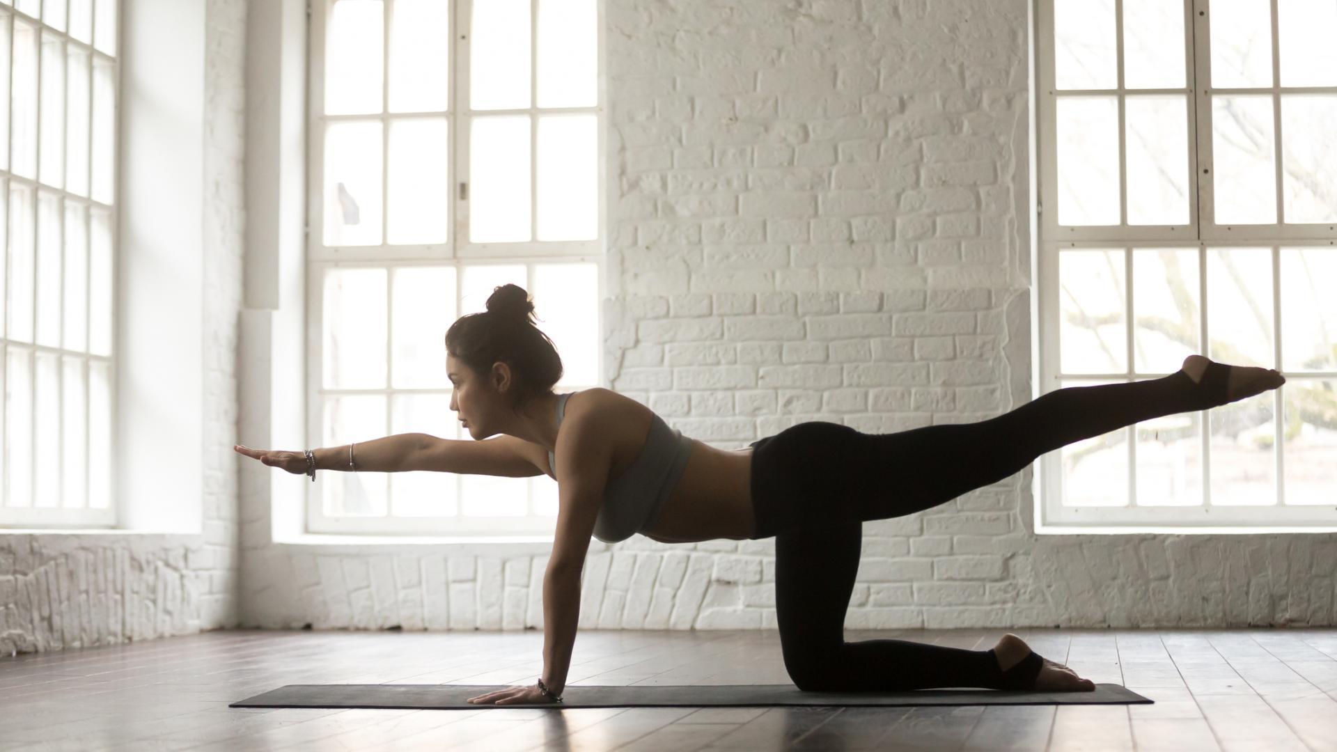 Frau Übung Sport Workout Rücken