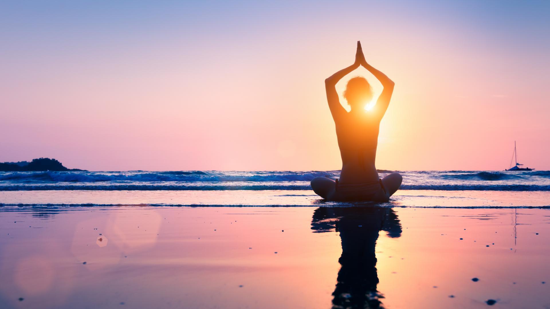 Frau Yoga Sonnenaufgang