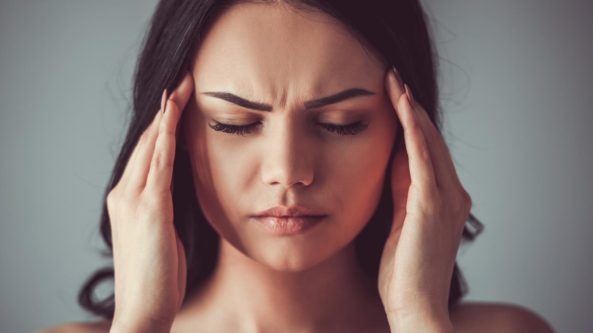 Frau Kopfschmerzen