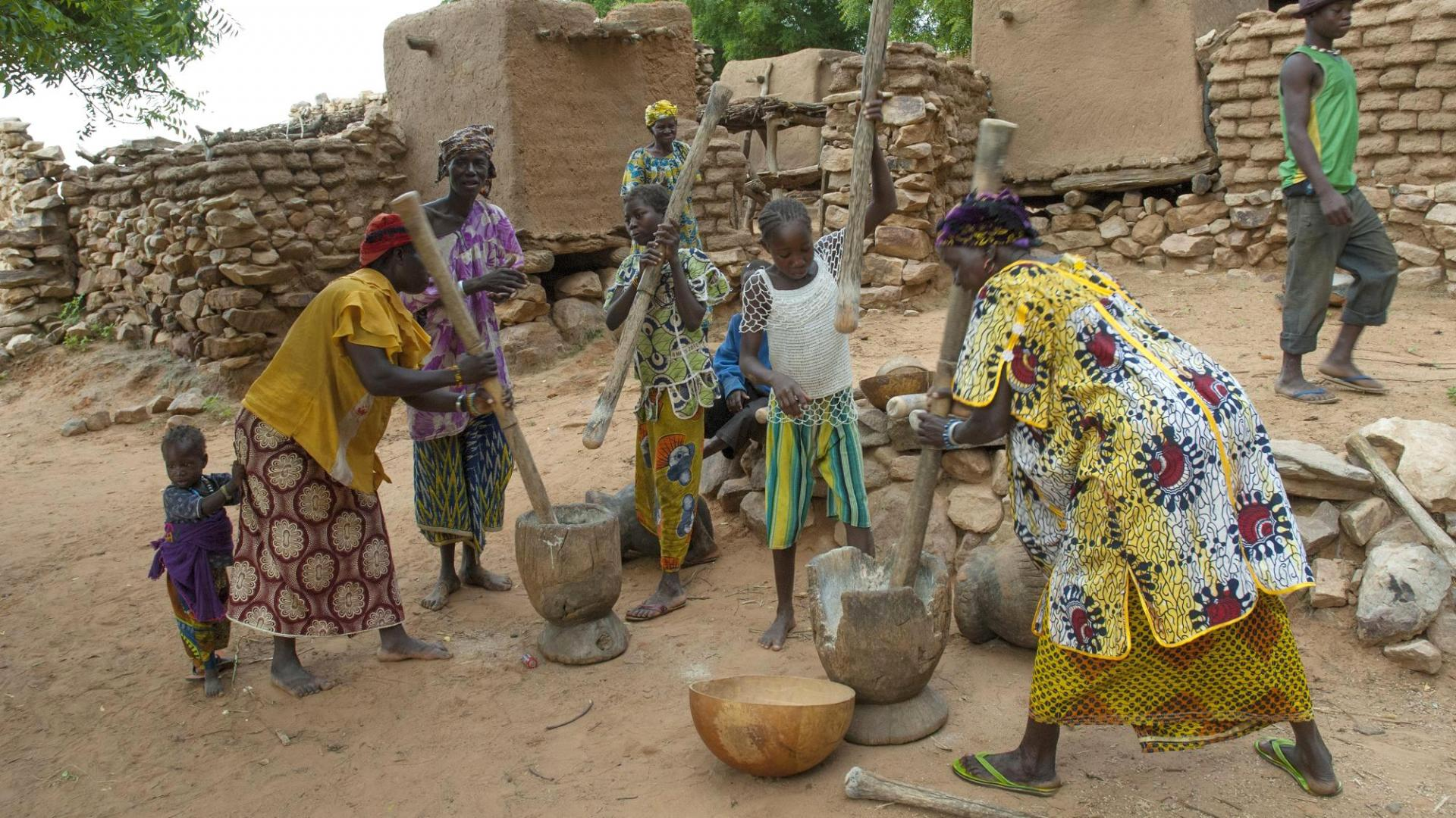 Frau Herstellung Sheabutter Afrika
