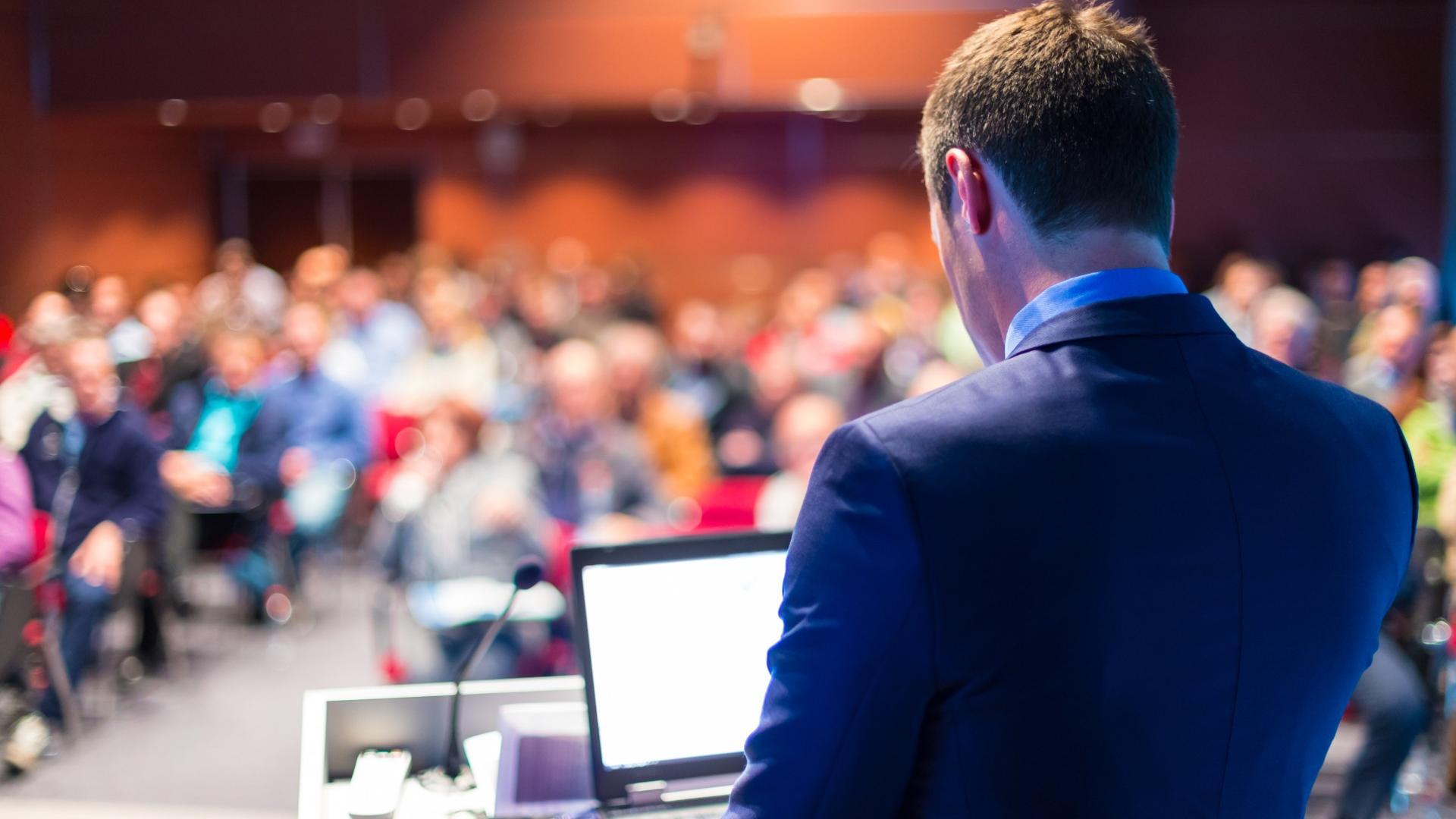 Auch Konferenzen gelten als großer Corona-Hotspot.