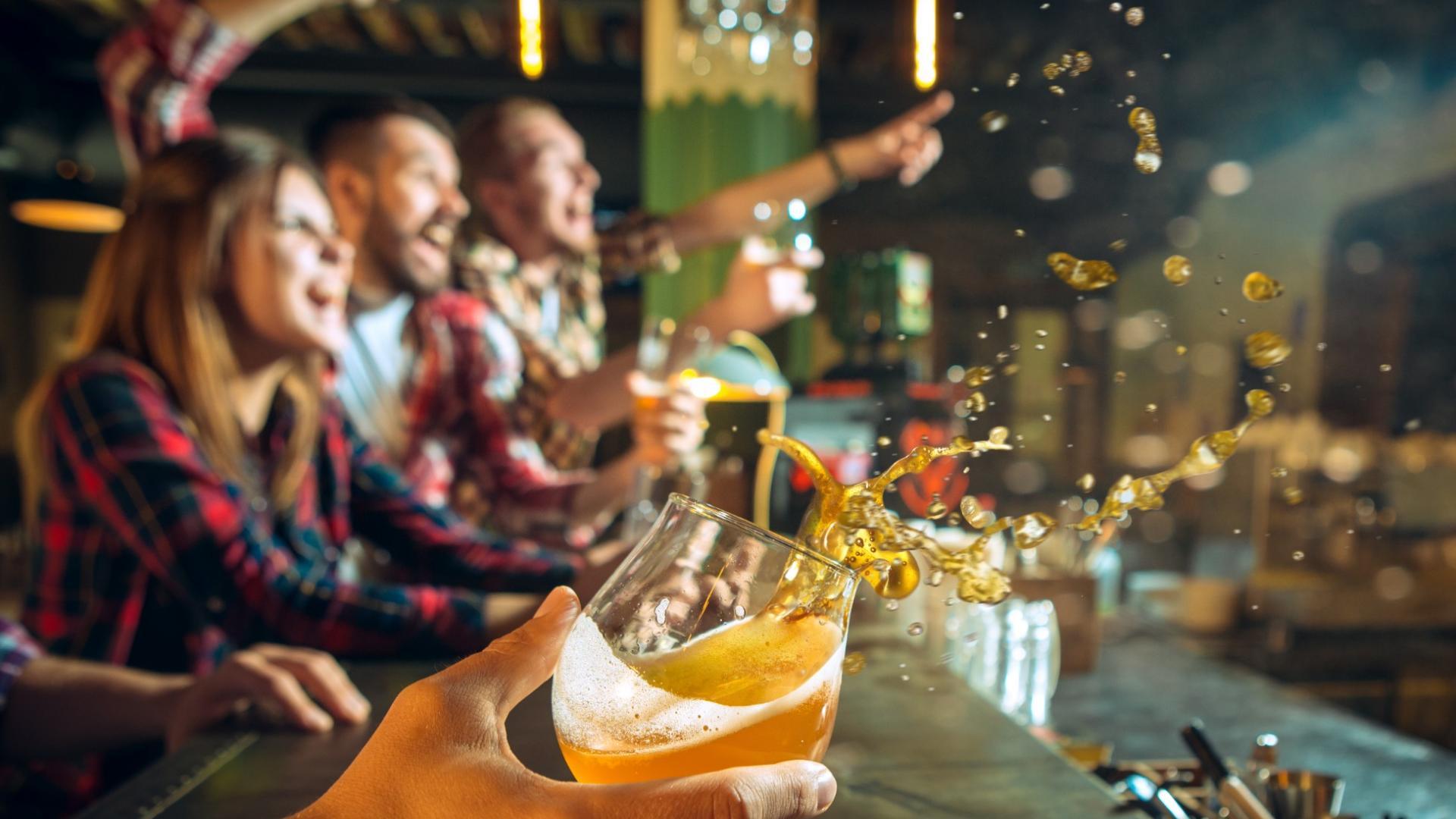 Feiern in der Bar oder im Club: Das scheint durch Corona noch Monate nicht möglich.