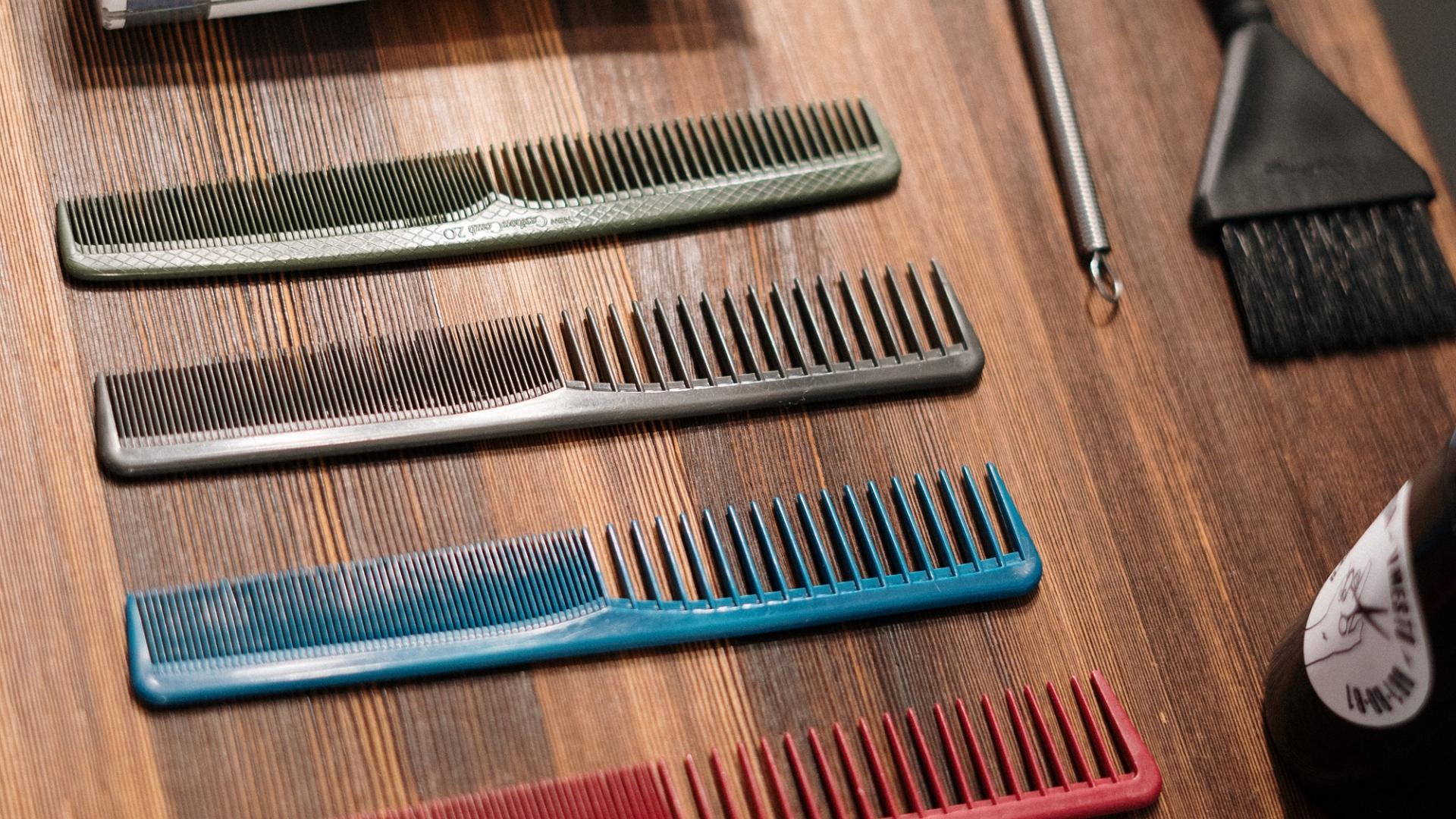 Grober Kamm Friseur haare stylen styling