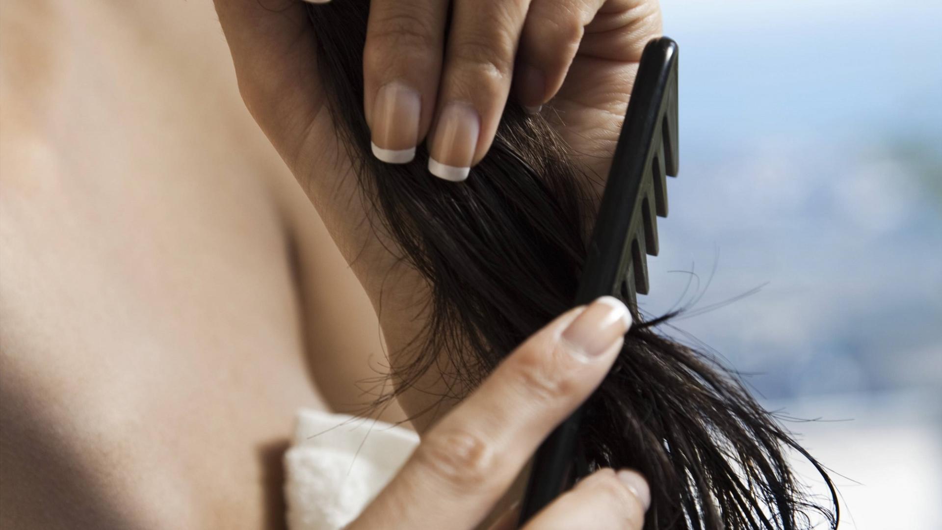 grober kamm haarbürste frisur kämmen