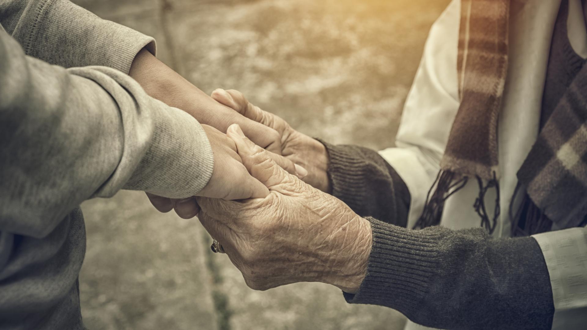 alte und junge Hände