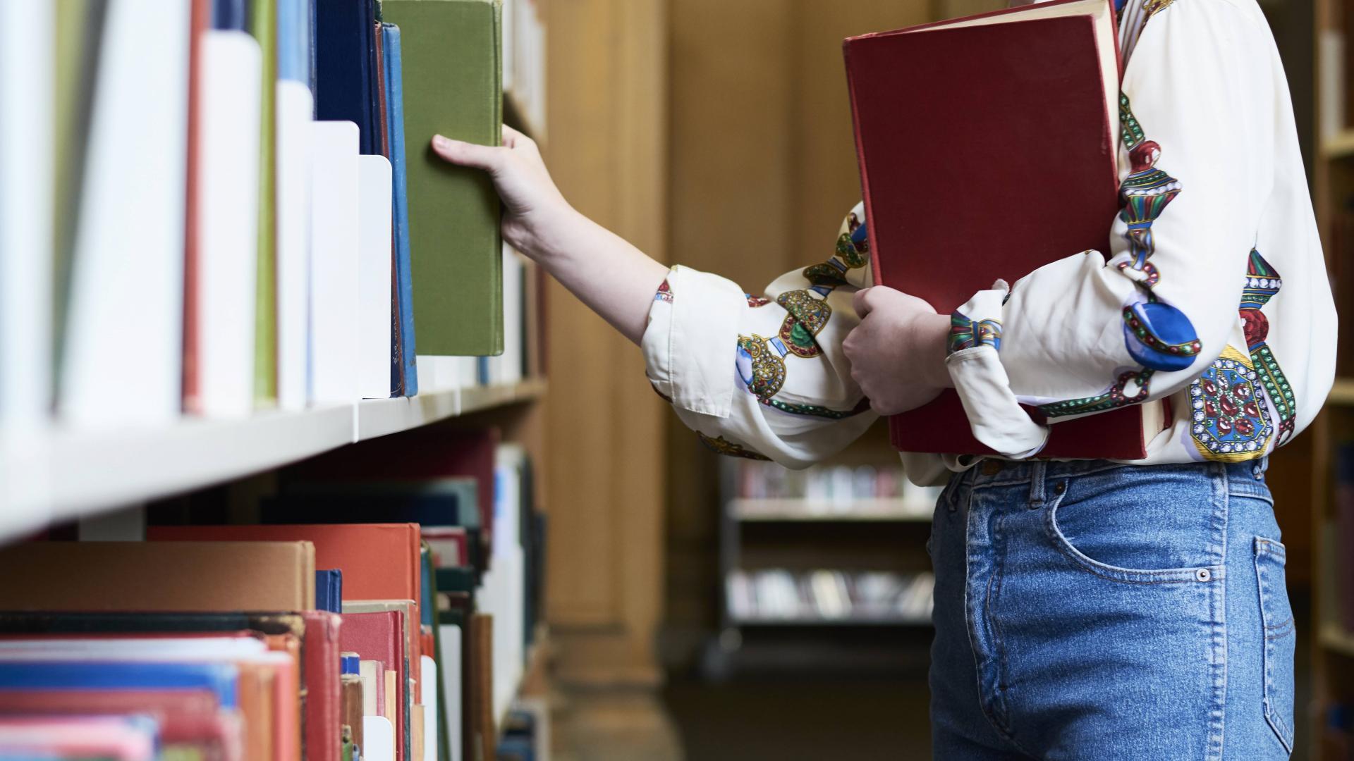 Frau Bibliothek