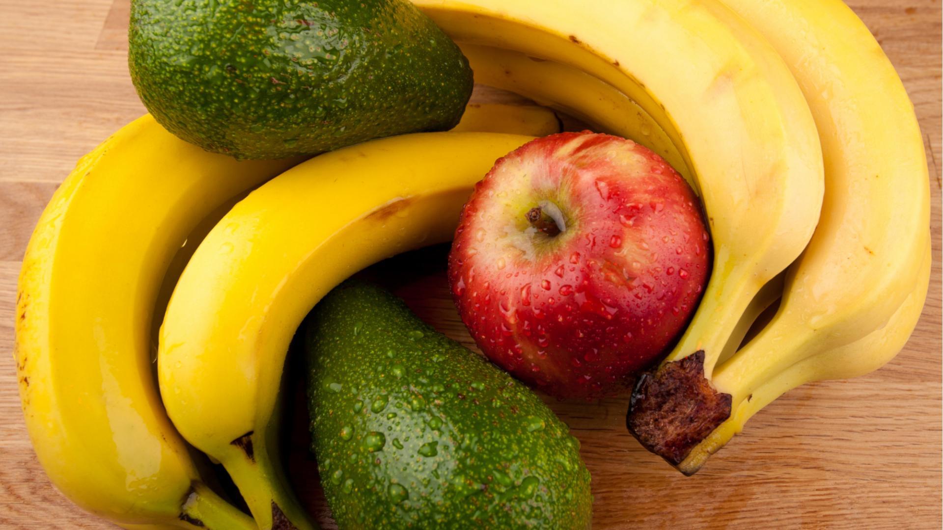Obst und Avocado