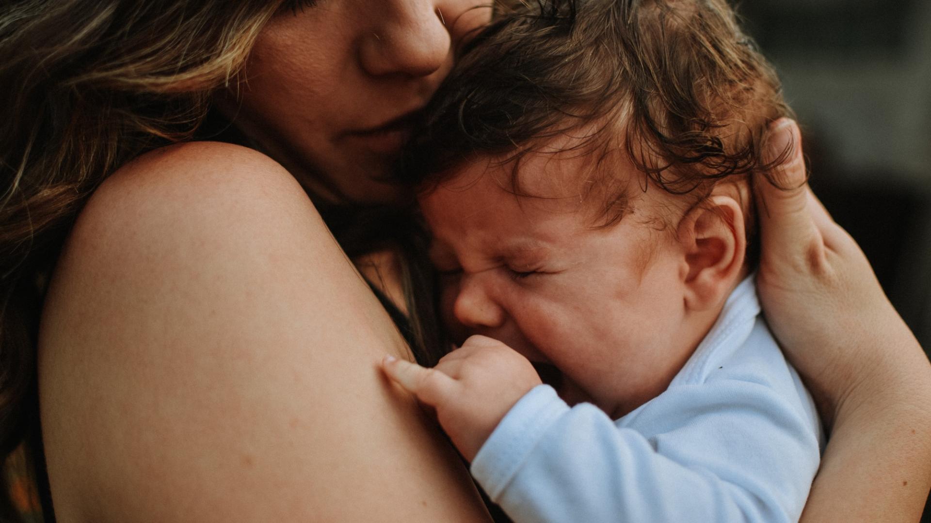 Mama Baby kuscheln