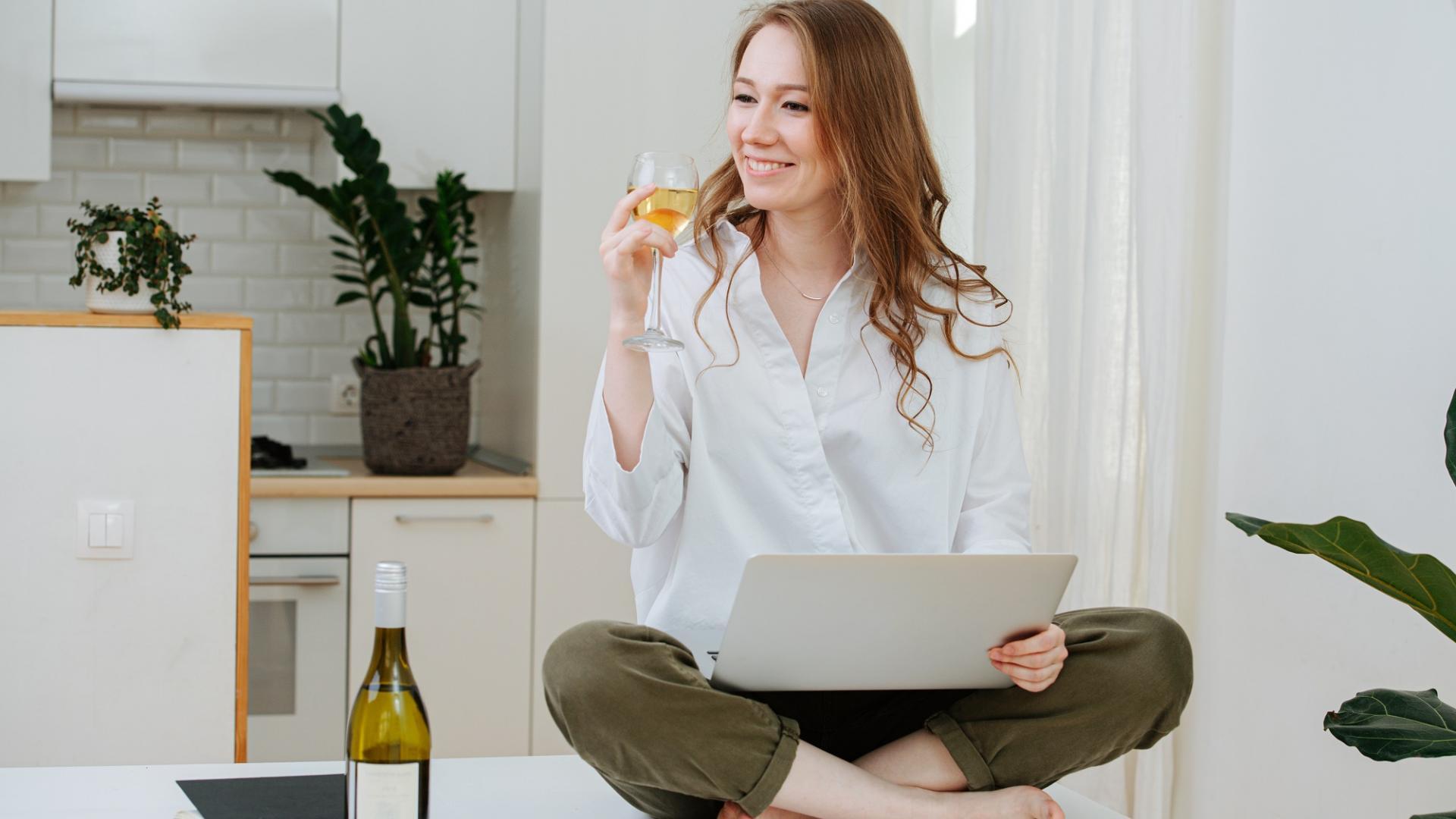 Frau Wein zu Hause