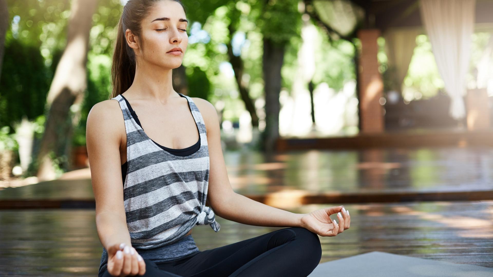 Frau Yoga Atmen