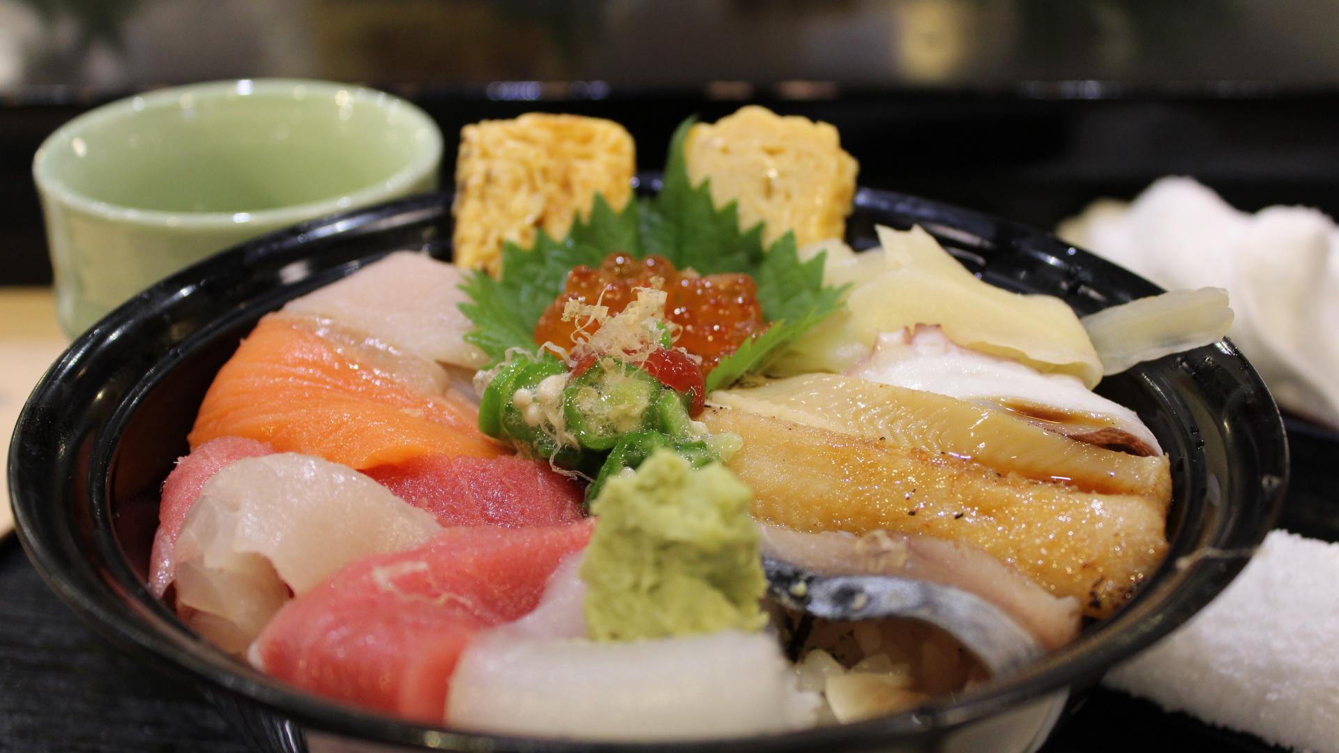 japanische Küche, japanische Ernährung, japanisches Lebensmittel, Chirashi, Sashimi, Japan