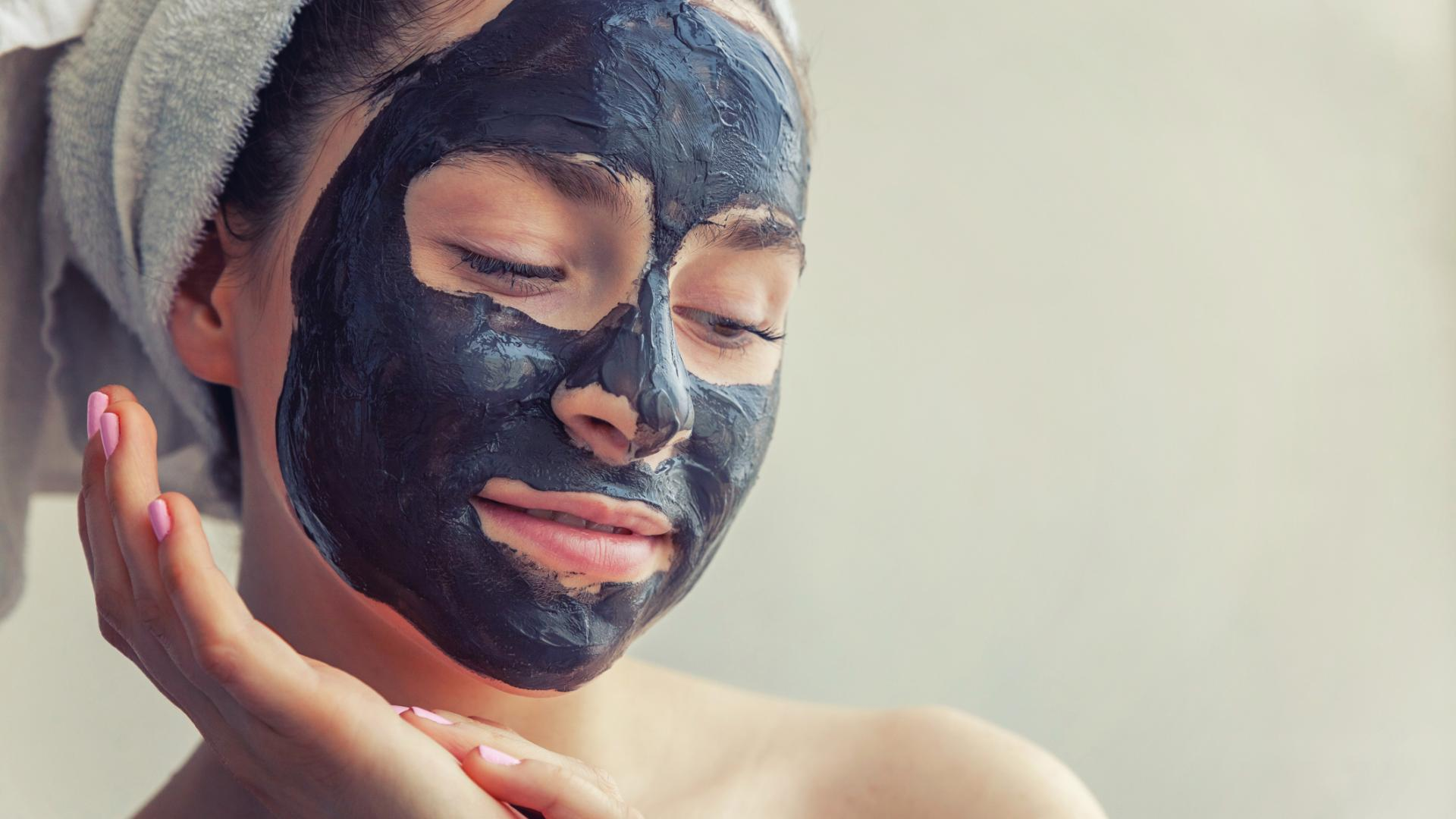Aktivkohle Gesichtsmaske