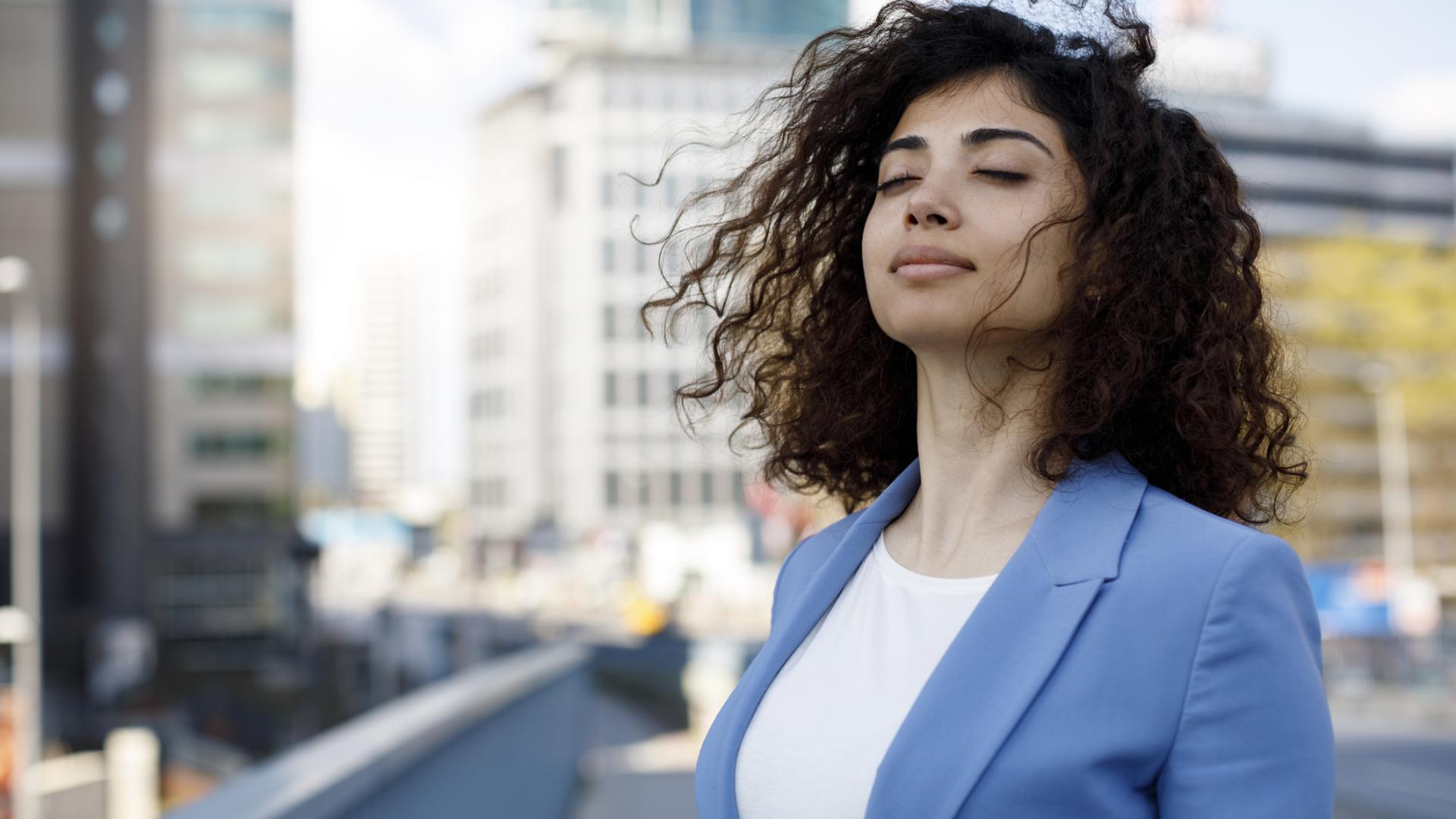 Business Frau entspannt