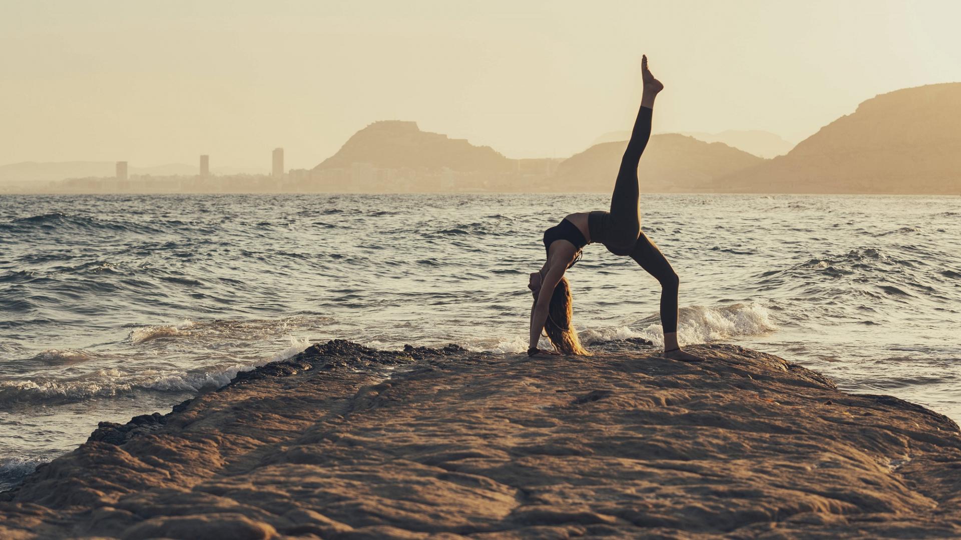 Frau, Yoga, Sonnenuntergang, Meer