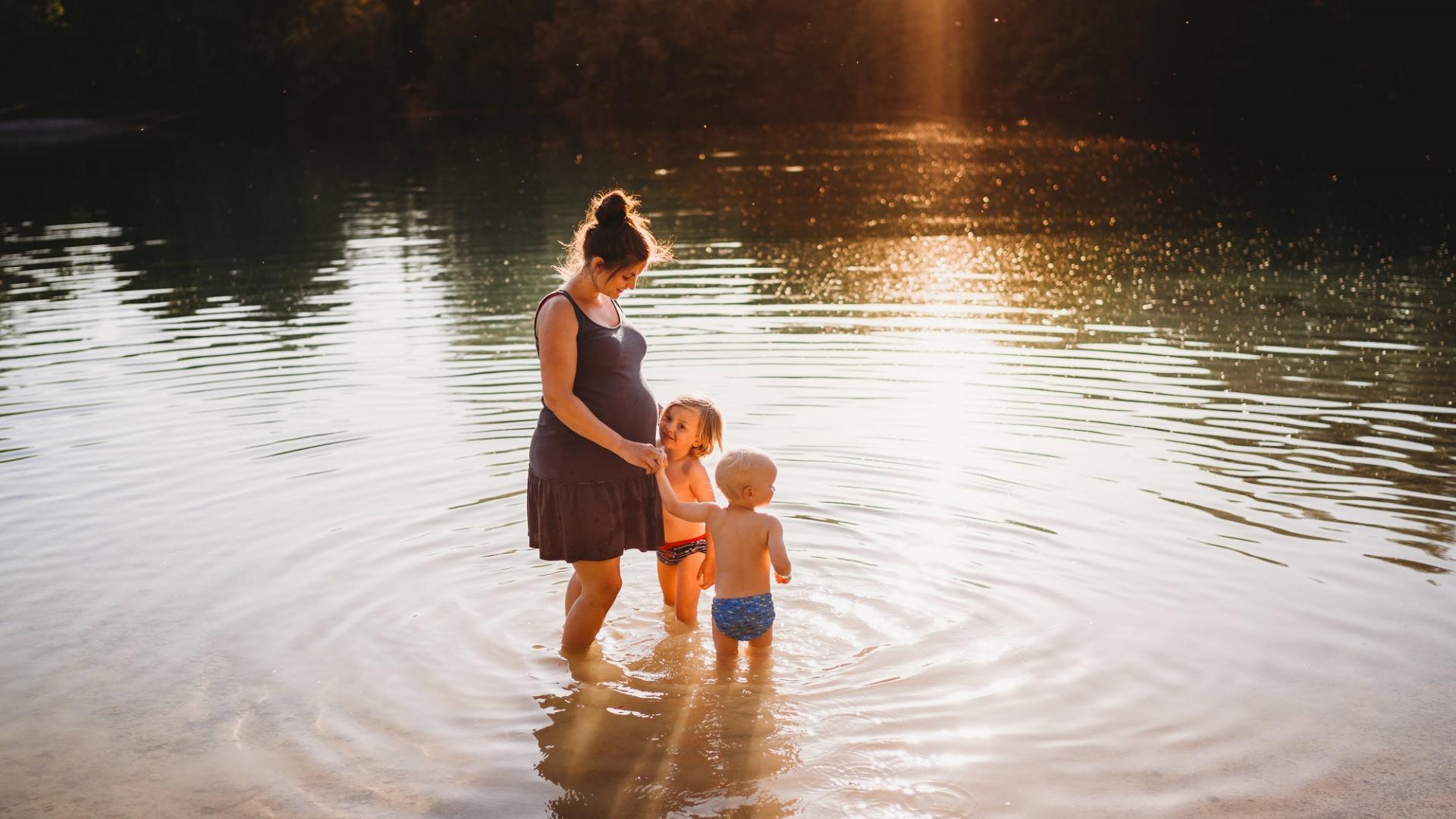 schwangere Frau, Kinder, Natur, Familie