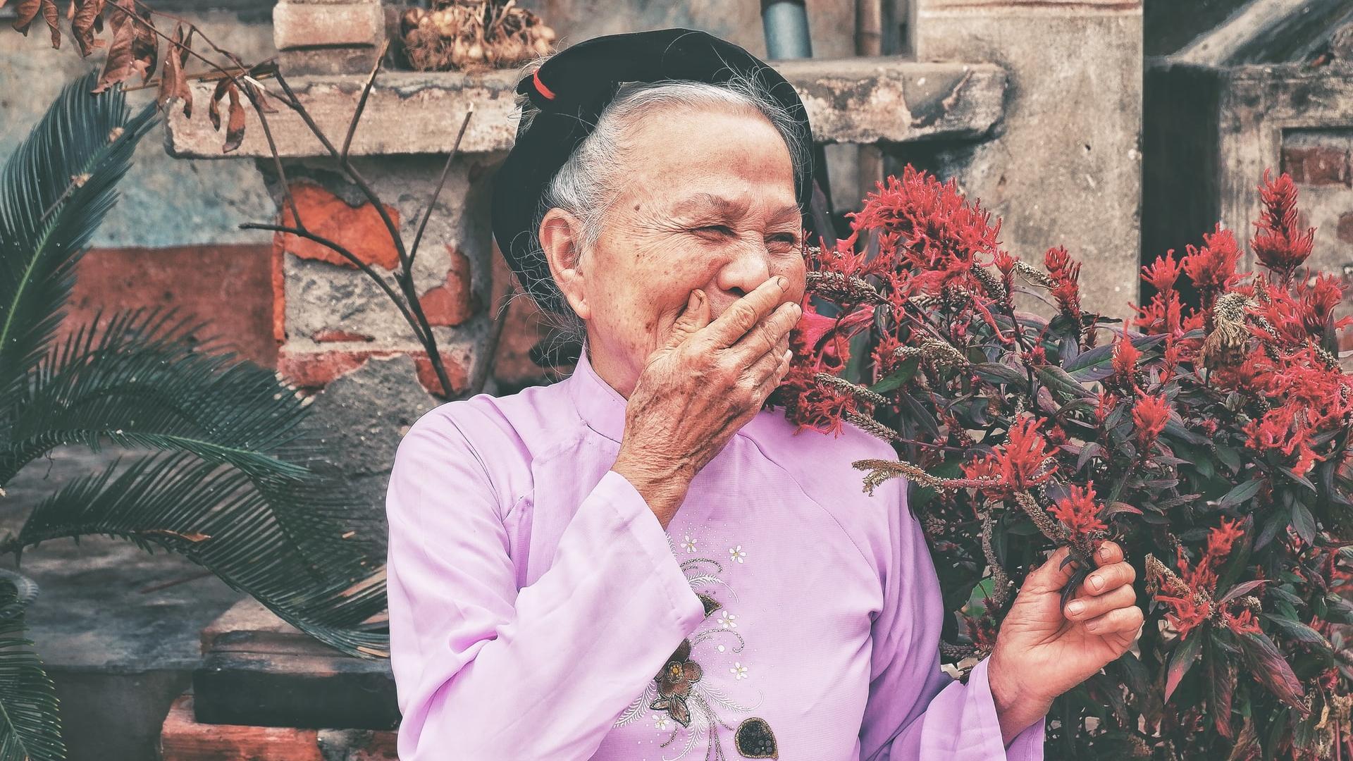 alte Frau aus Vietnam lacht