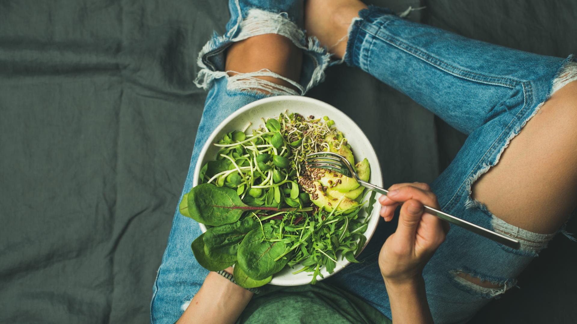 Salat essen frau vegan