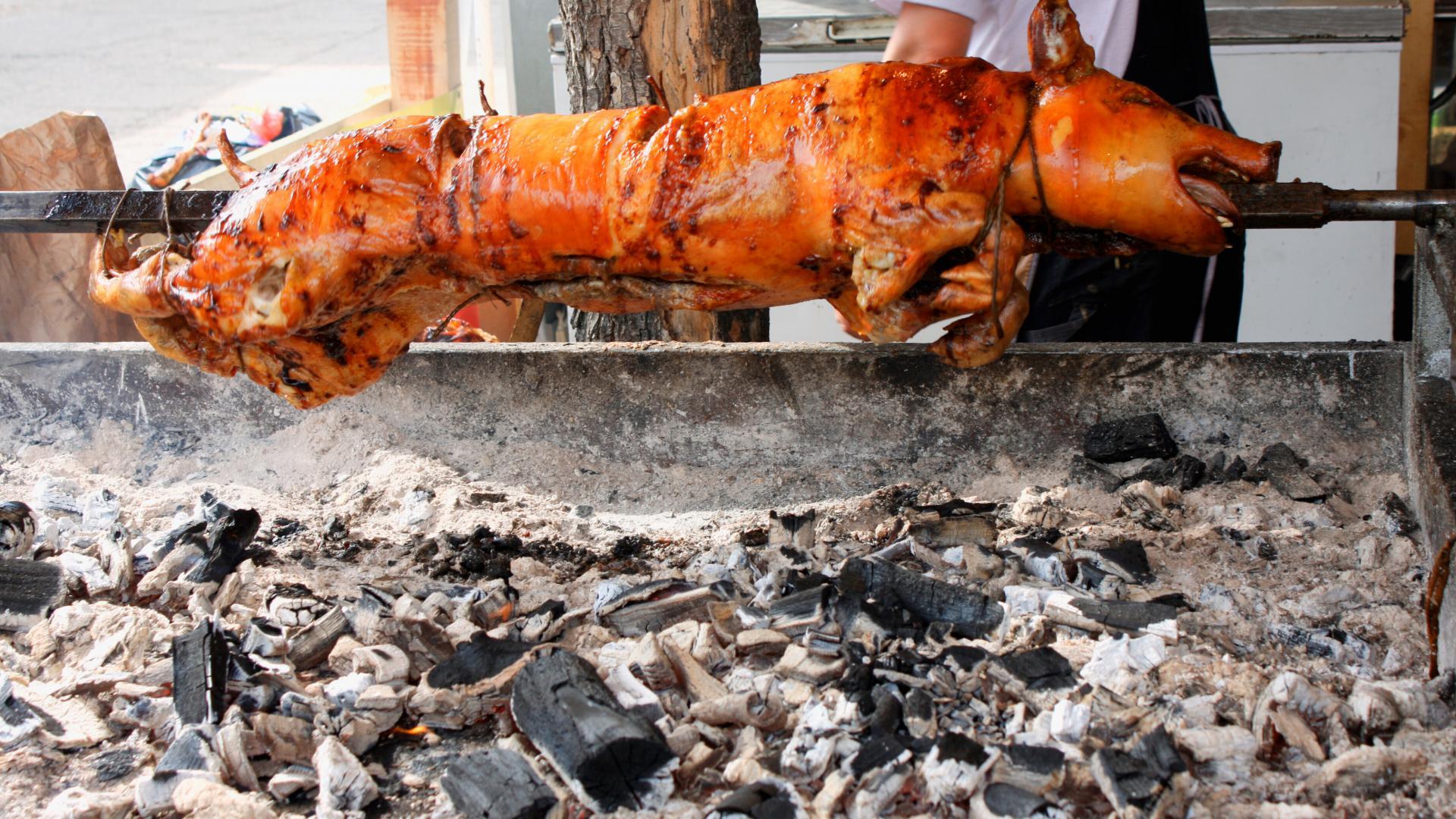 grillen schwein am spieß mittelalter essen fleisch
