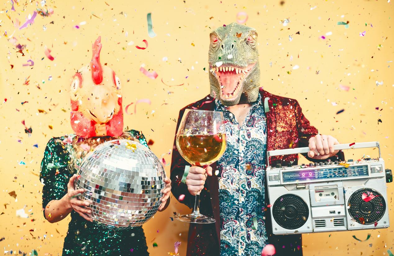 party pärchen paar feiern frau mann maske