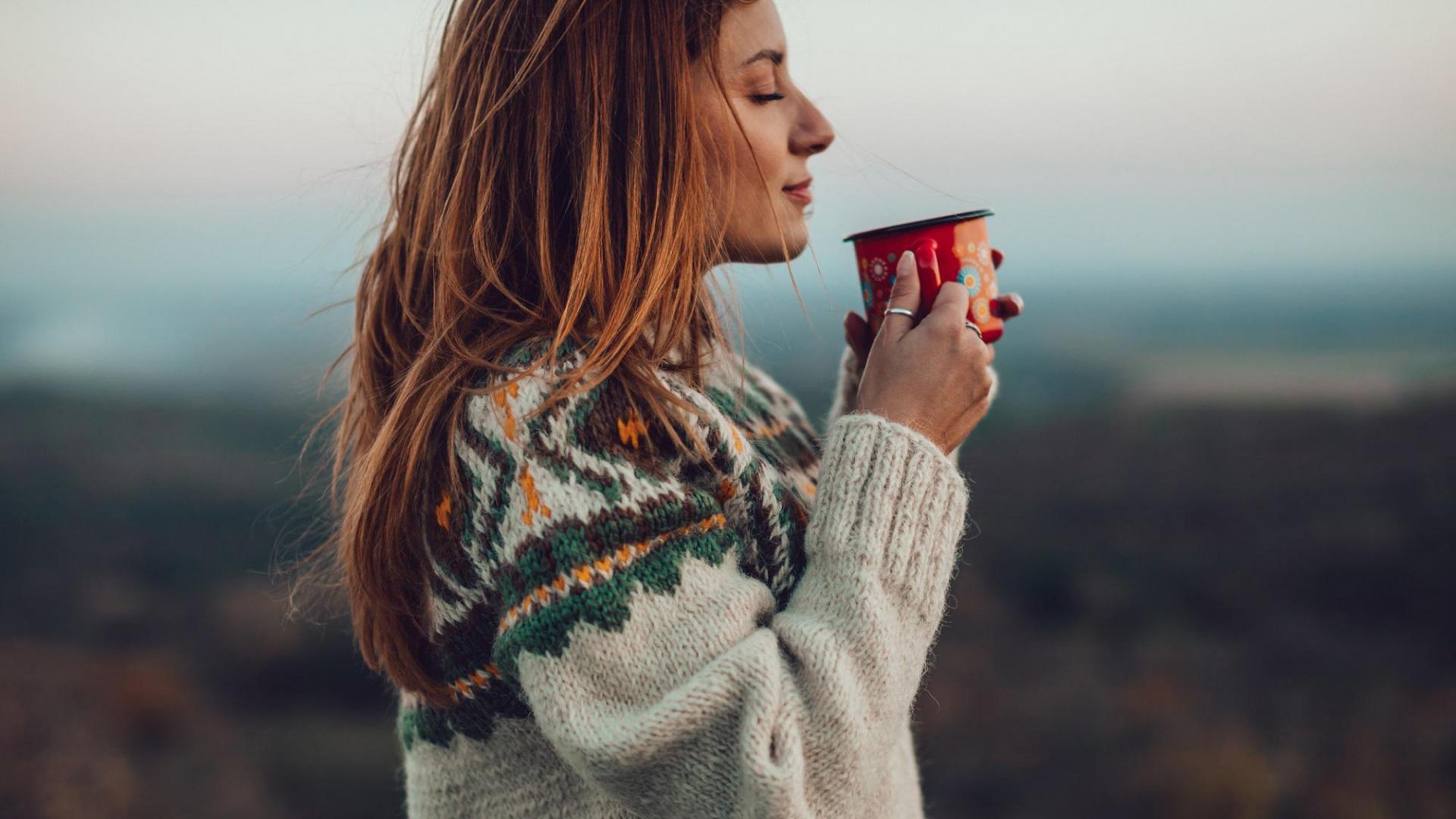 Frau Tasse Kaffee