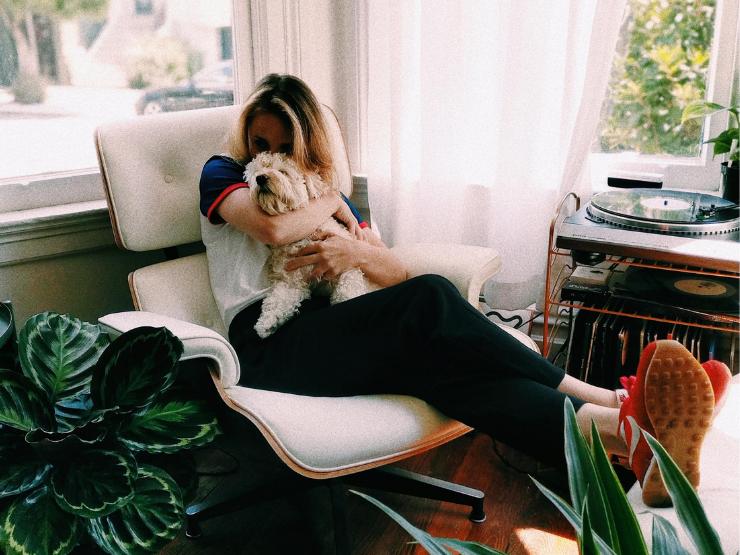 Skin Hunger, körperliche Nähe, Frau mit Hund