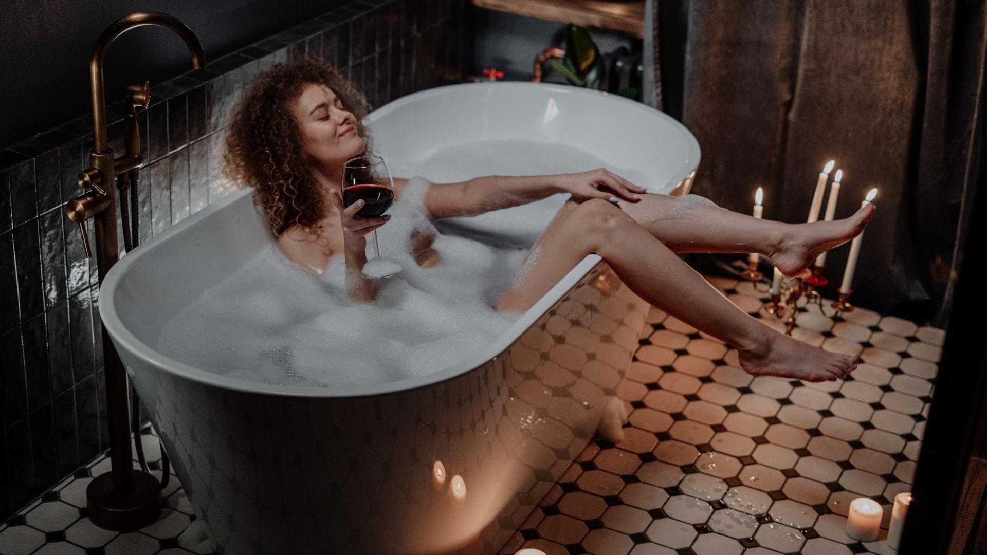 Entspannungsbad, Badewanne, Kerzen, Frau, Ambiente