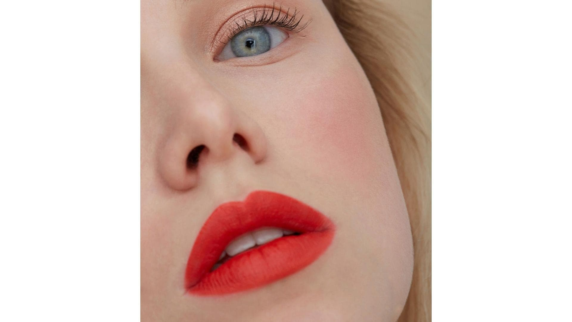 Frau rote Lippen