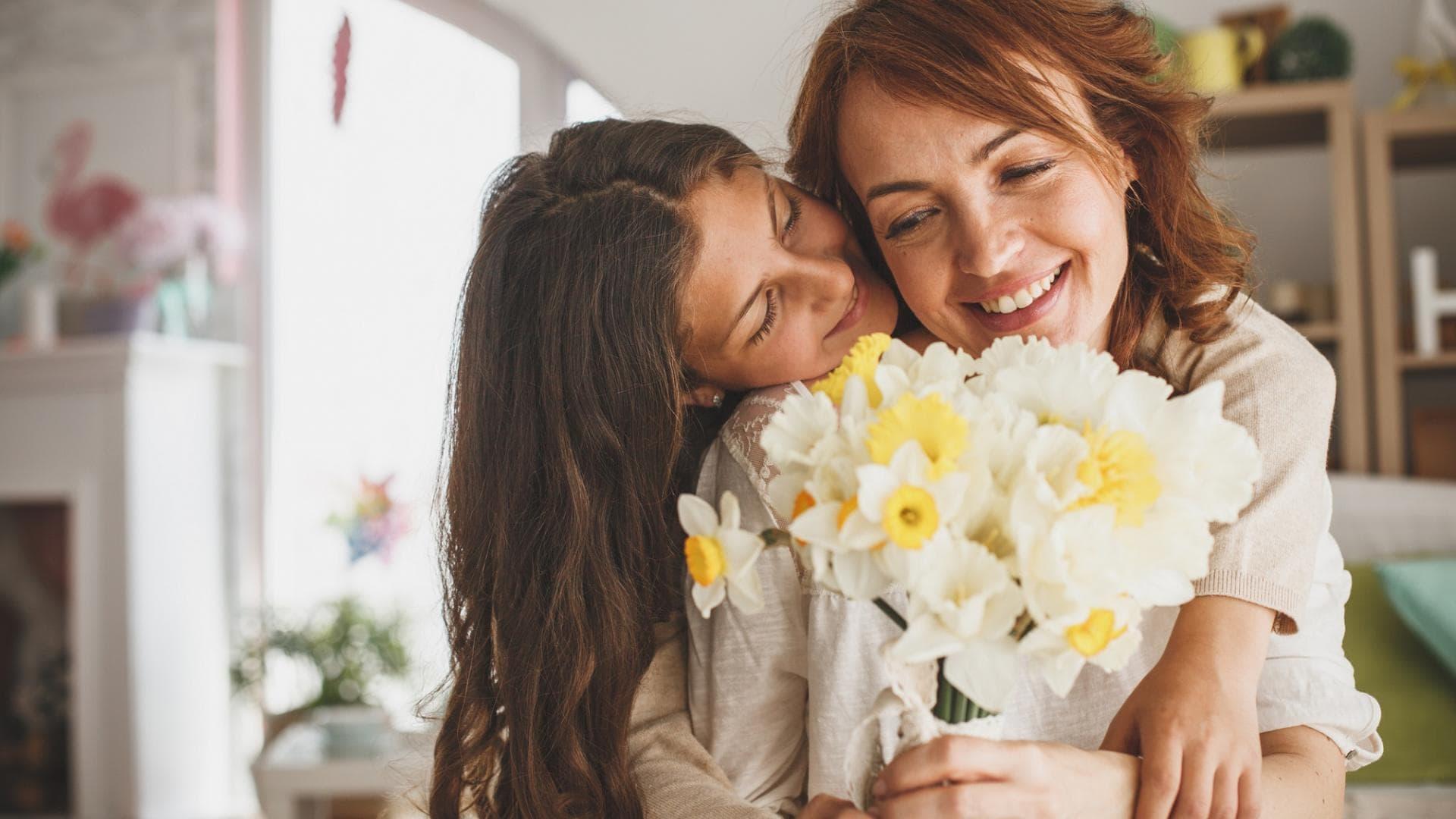 Mutter, Tochter; Blumen