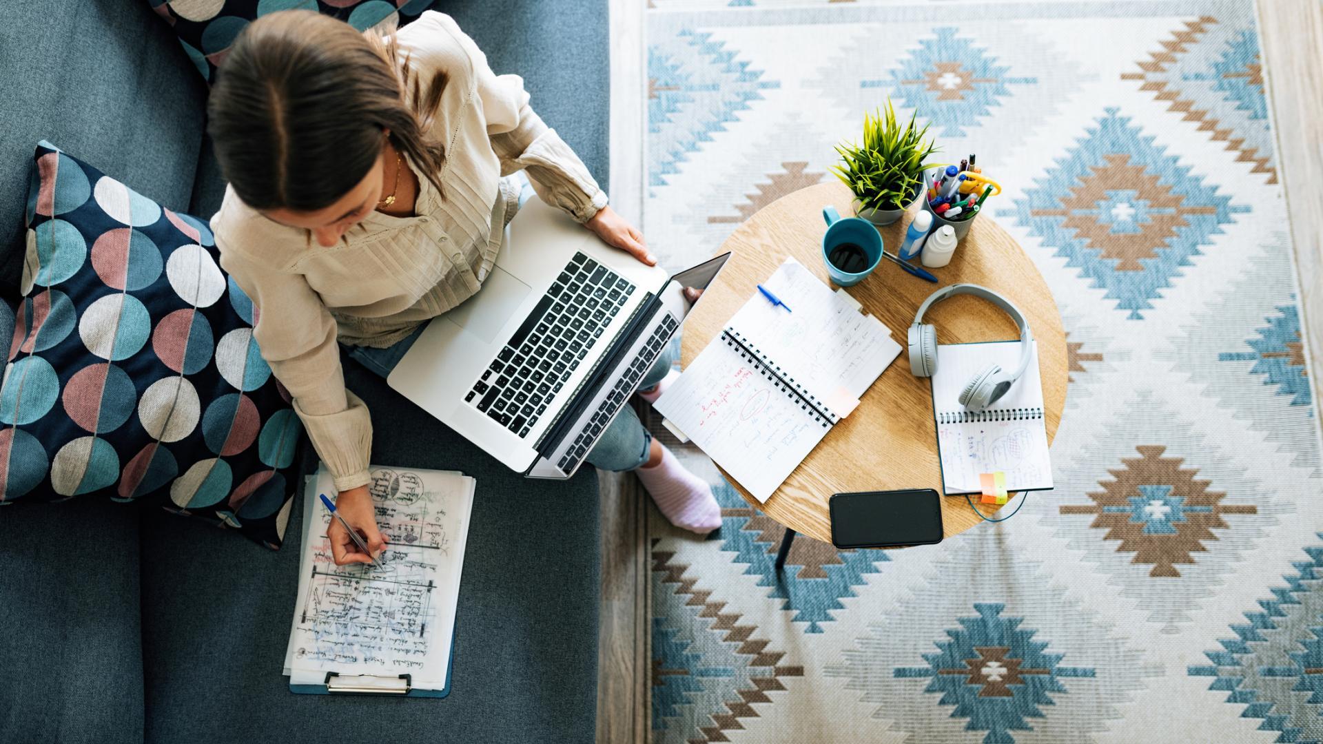 Job Home Office Laptop Wohnzimmer