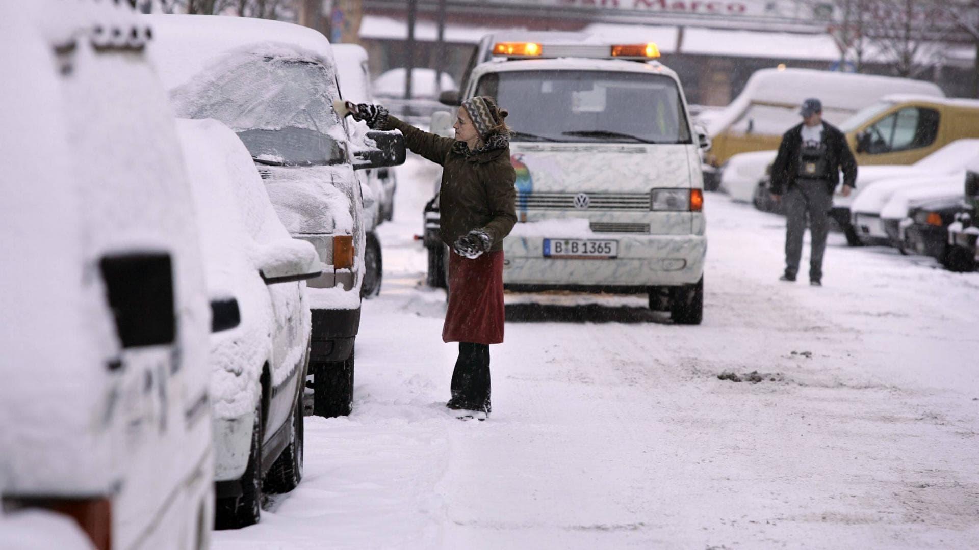auto schnee verkehrschoas winter berlin