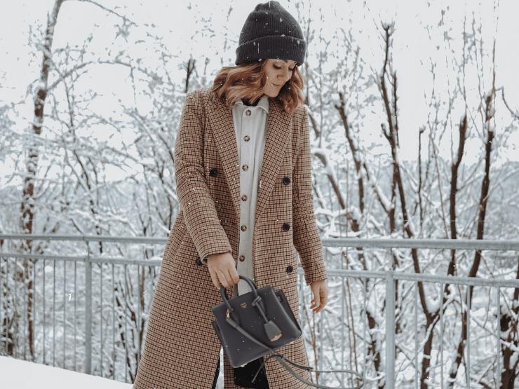 marie johnson schnee mantel winter mütze tasche