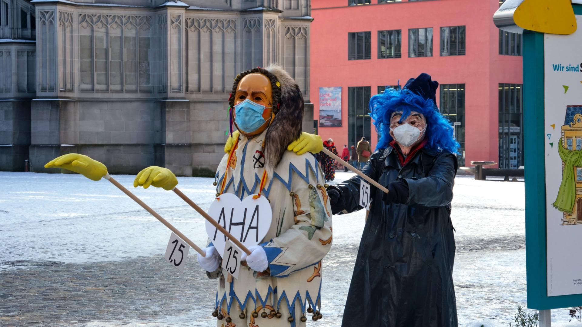 karneval mann frau verkleidung abstand