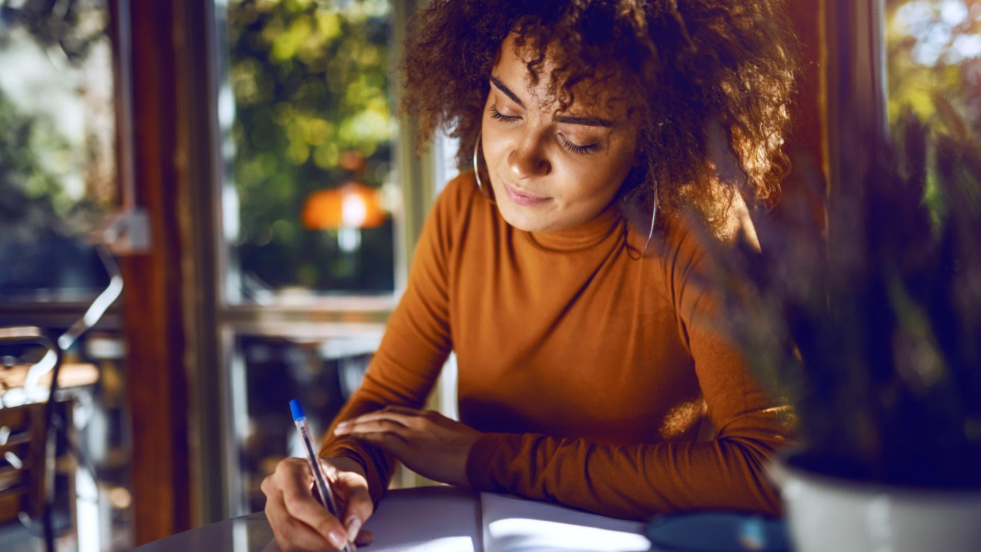 Student:in, Arbeiten, Motivationschreiben, Studium, fh oder uni