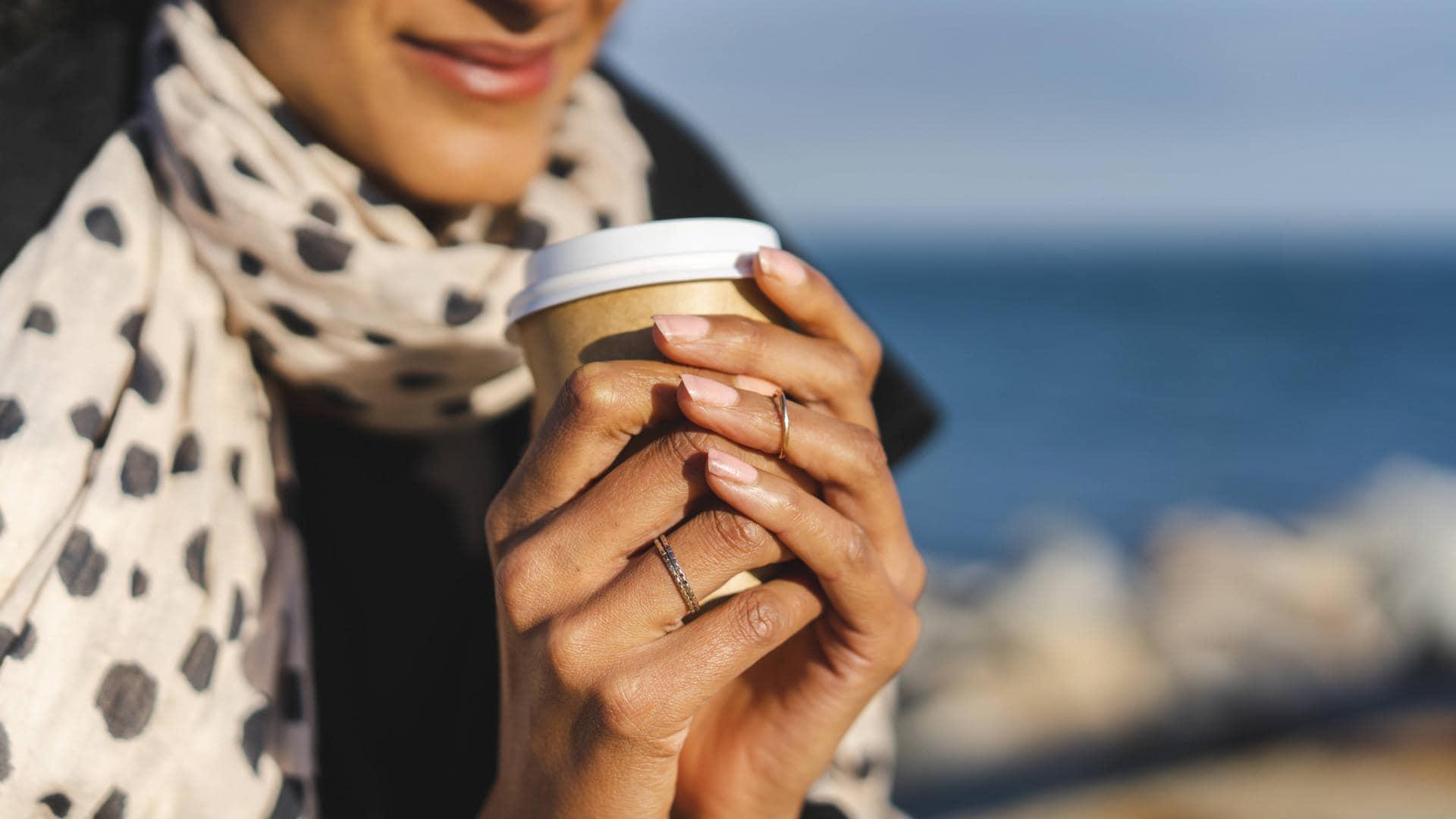 Frau, Kaffee to go