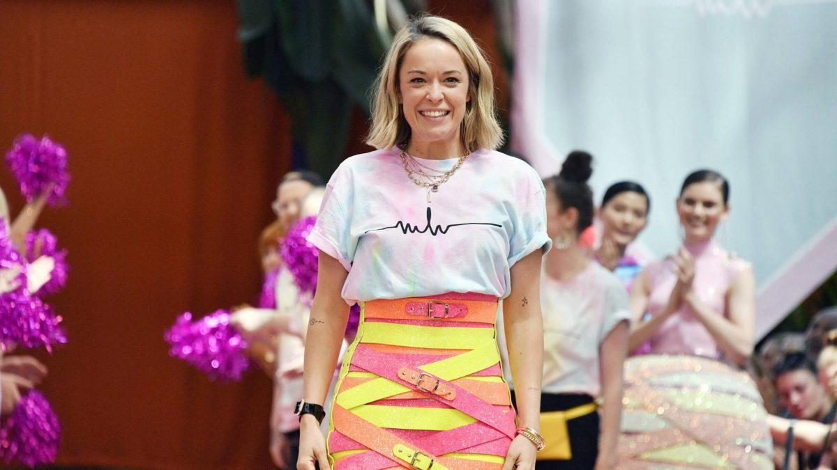 marina hoermanseder fashion week lederrock pink gelb