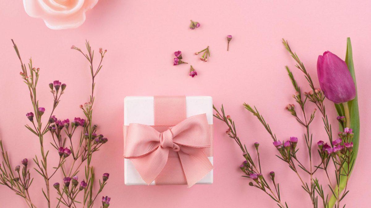 valentinstag Geschenk liebe rosen rosa kerze duftkerze schleife verpacken