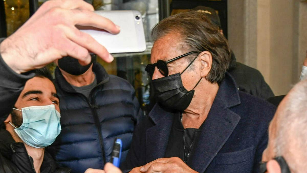 Al Pacino nimmt sich geduldig Zeit für seine Fans.. © imago images/Independent Photo Agency Int.